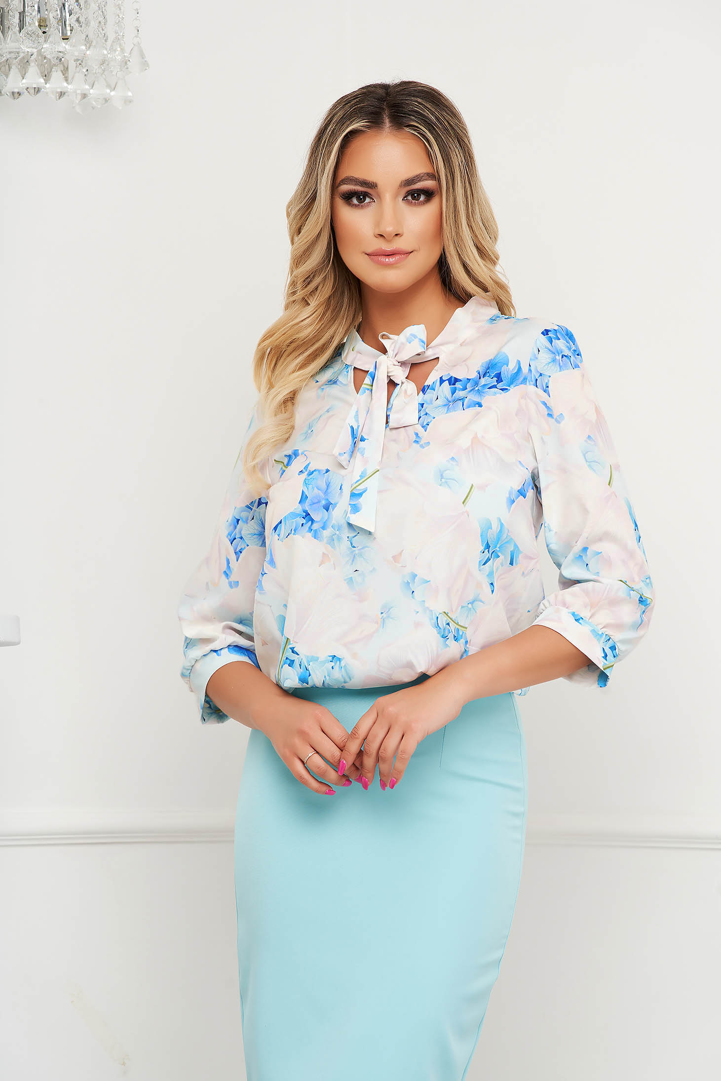 Bluza dama StarShinerS office din material subtire cu guler tip esarfa si imprimeu floral unic