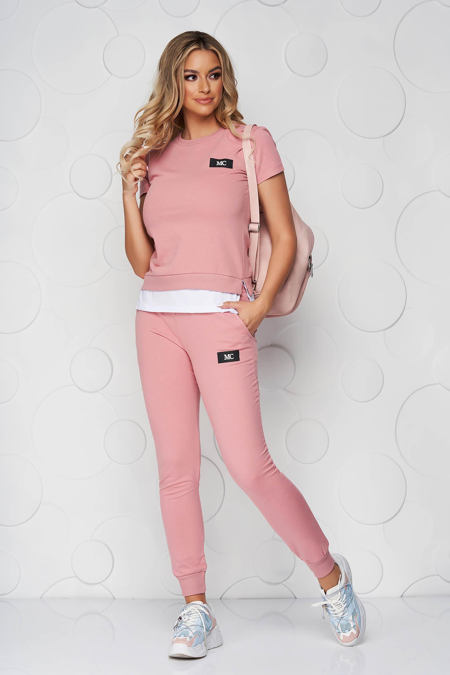 Púder rózsaszínű casual kétrészes pamutból készült sportos szett nadrággal