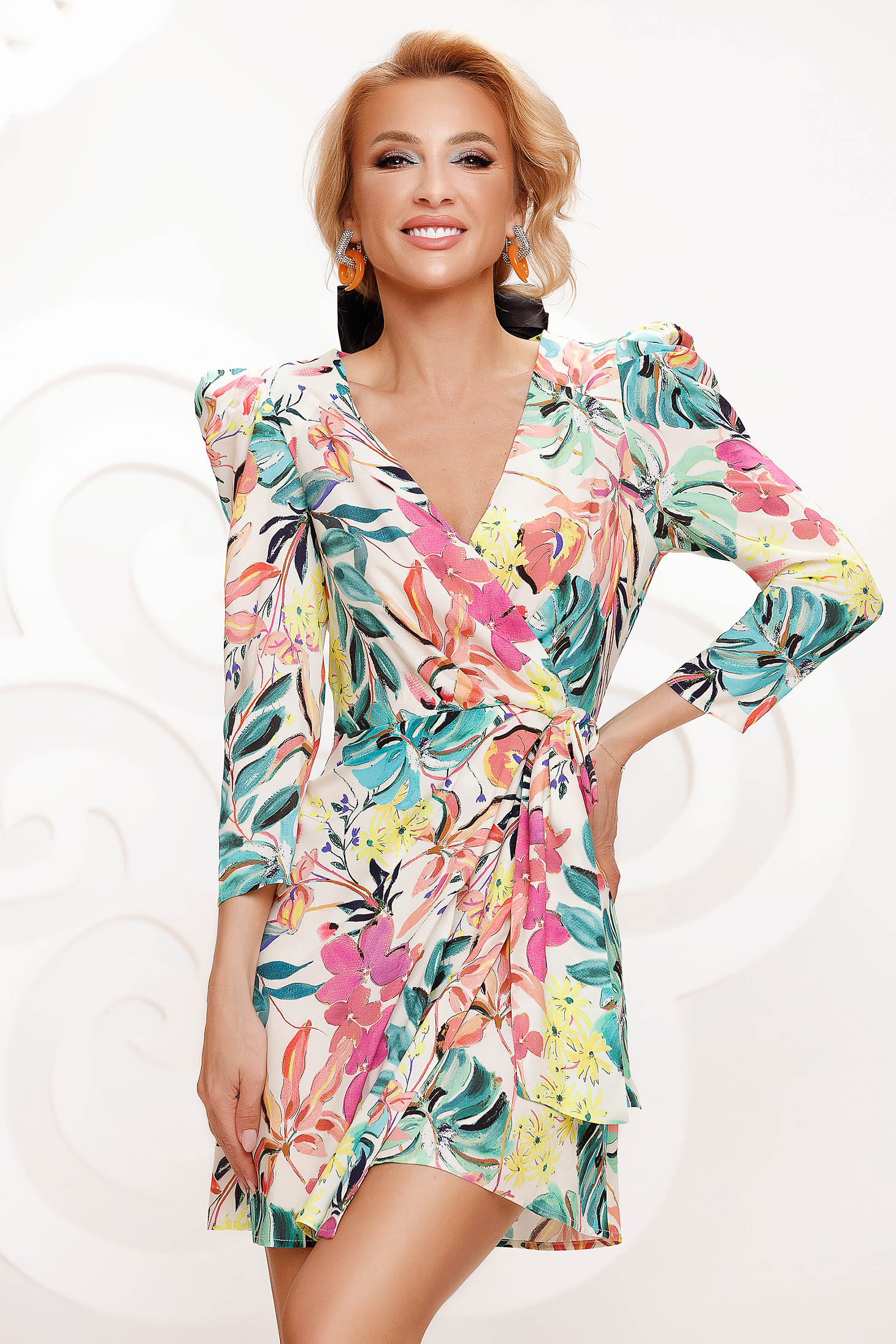 Dress cloche short cut long sleeved high shoulders with floral print
