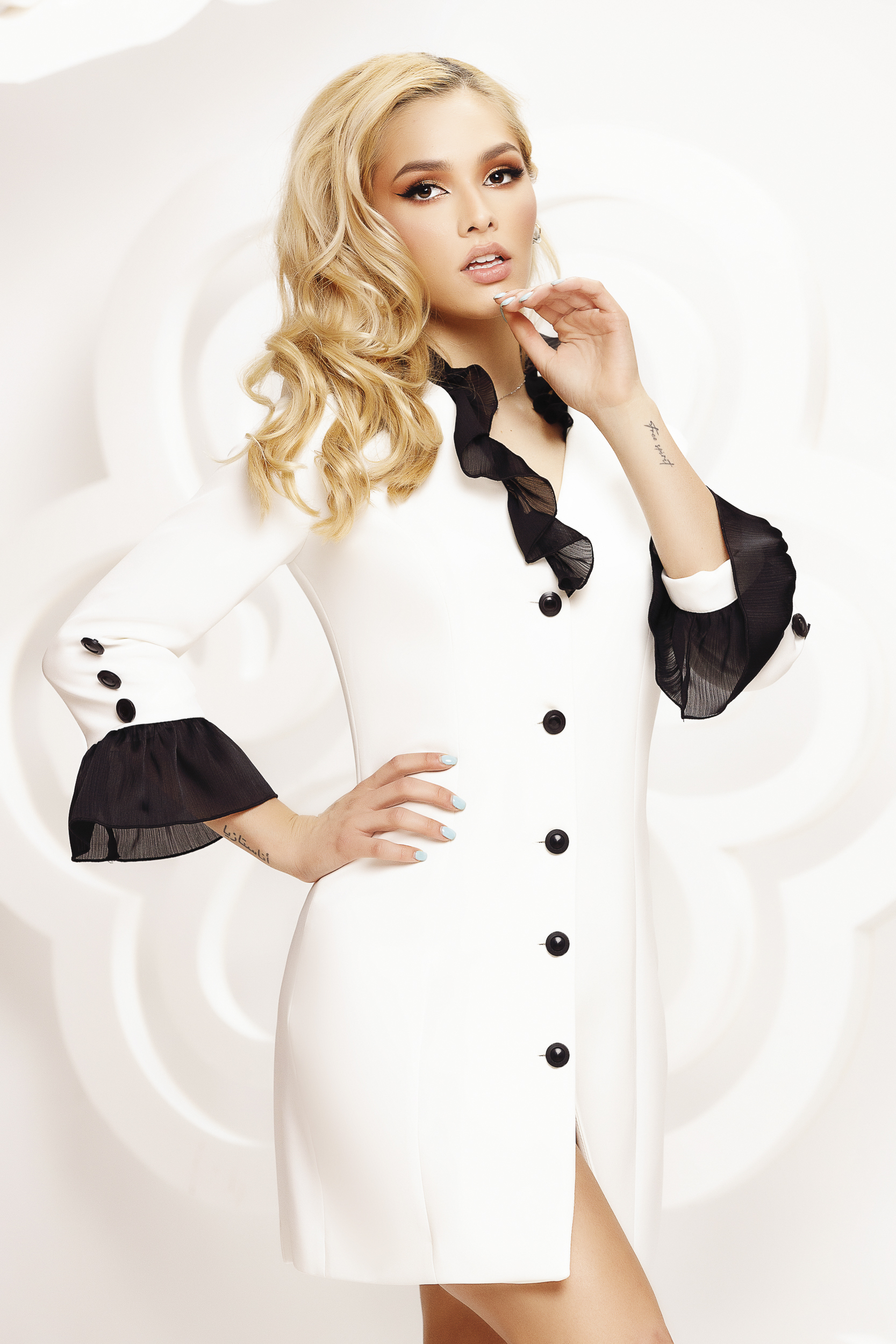 Ivory dress clubbing with button accessories with ruffle details