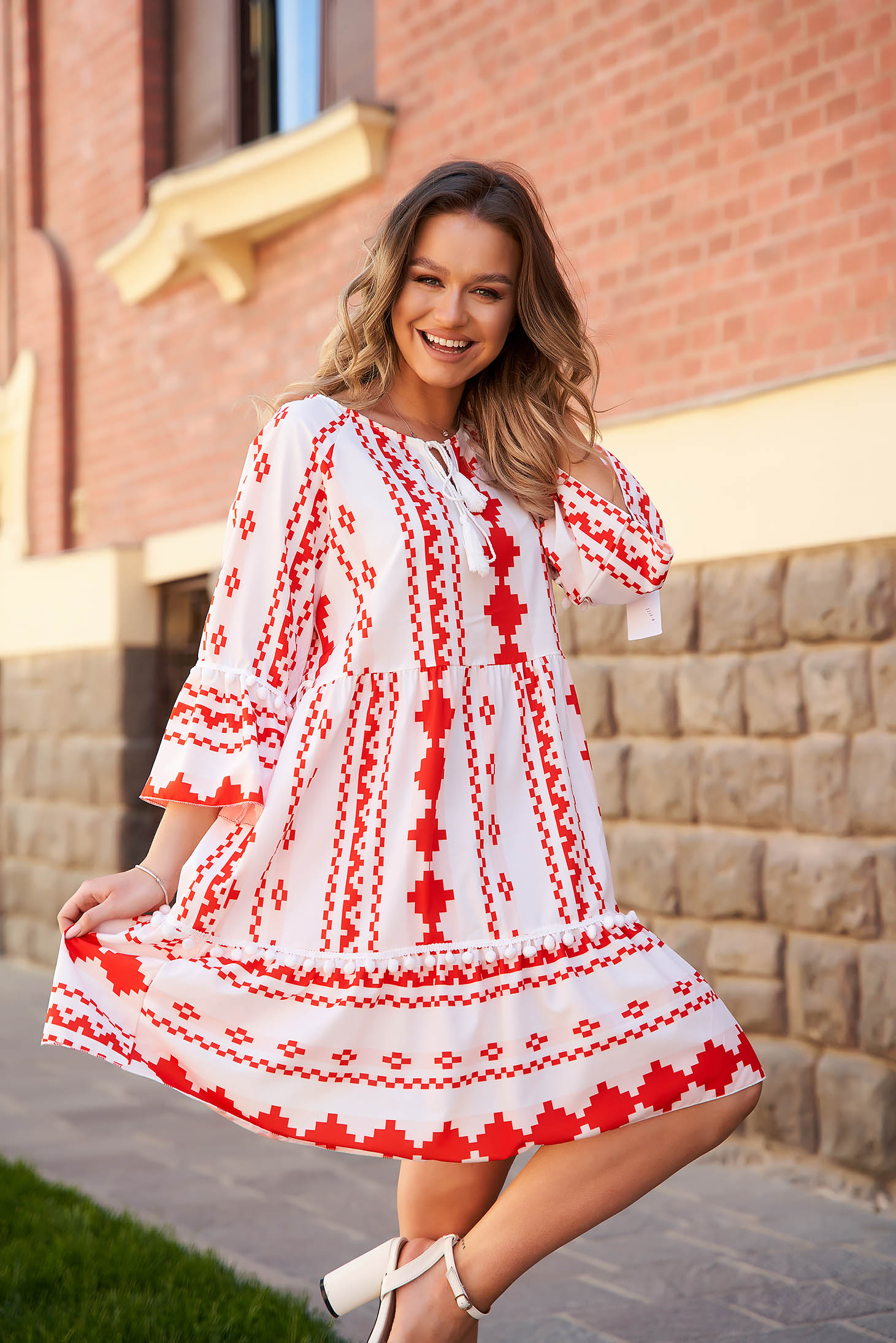 Dress airy fabric loose fit with graphic details ribbon fastening