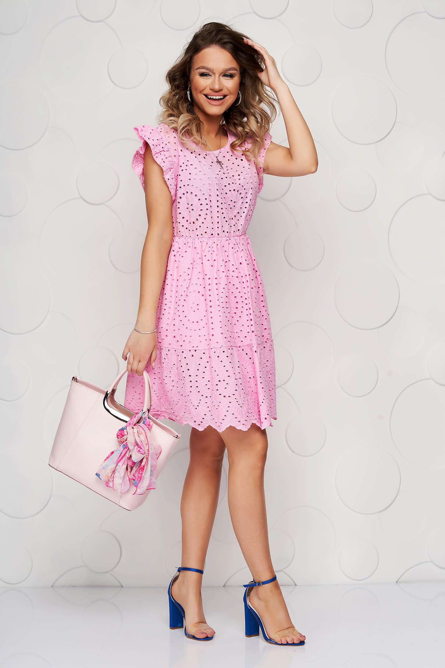Pink dress guipure cloche with ruffle details