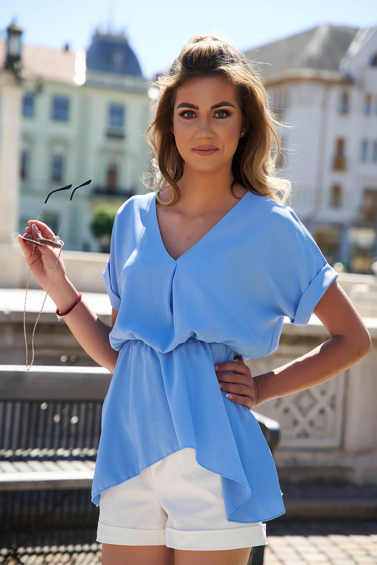 Bluza dama SunShine albastra-deschis cu croi larg asimetrica din material vaporos cu maneci scurte