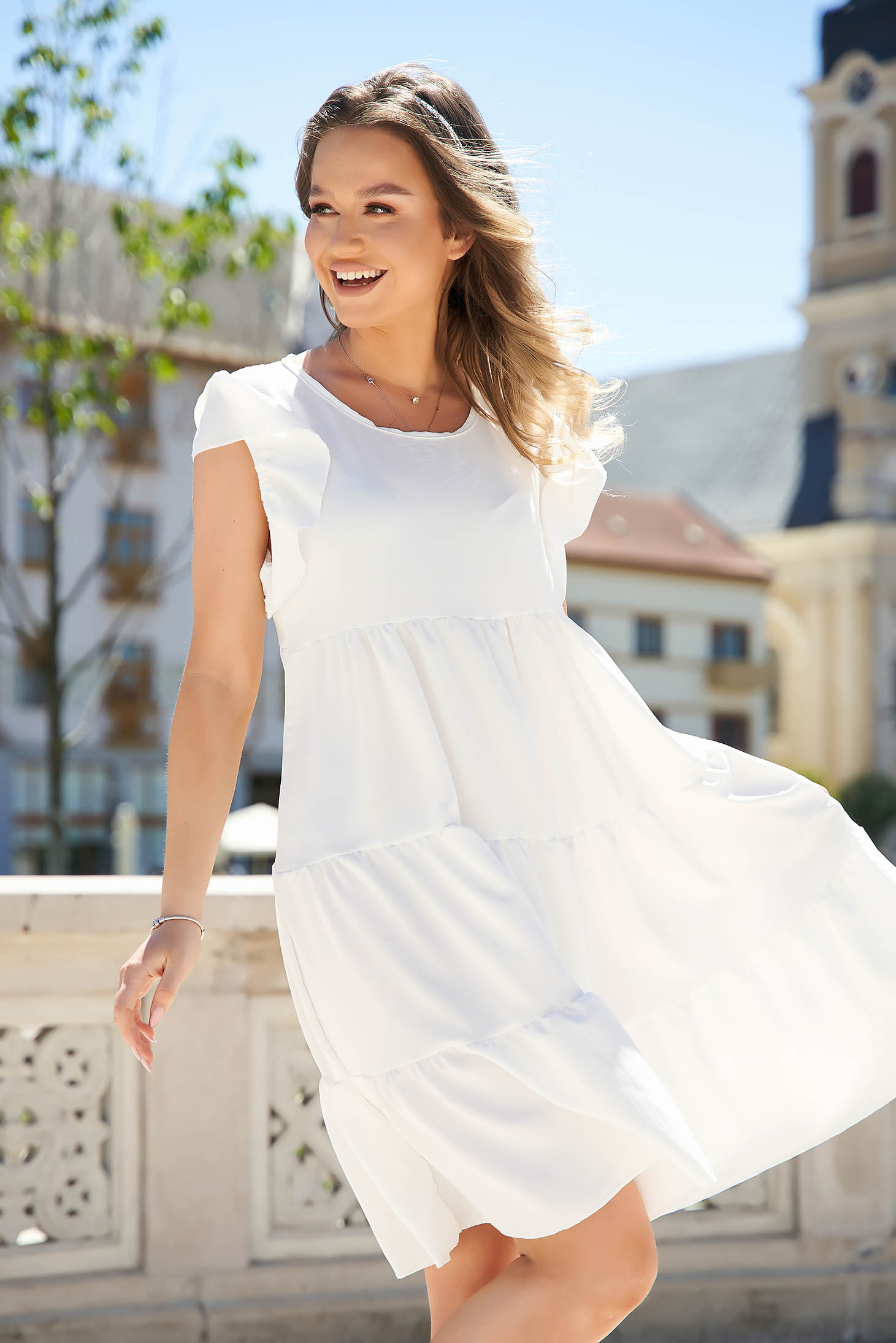Ivory dress loose fit with ruffle details from elastic and fine fabric