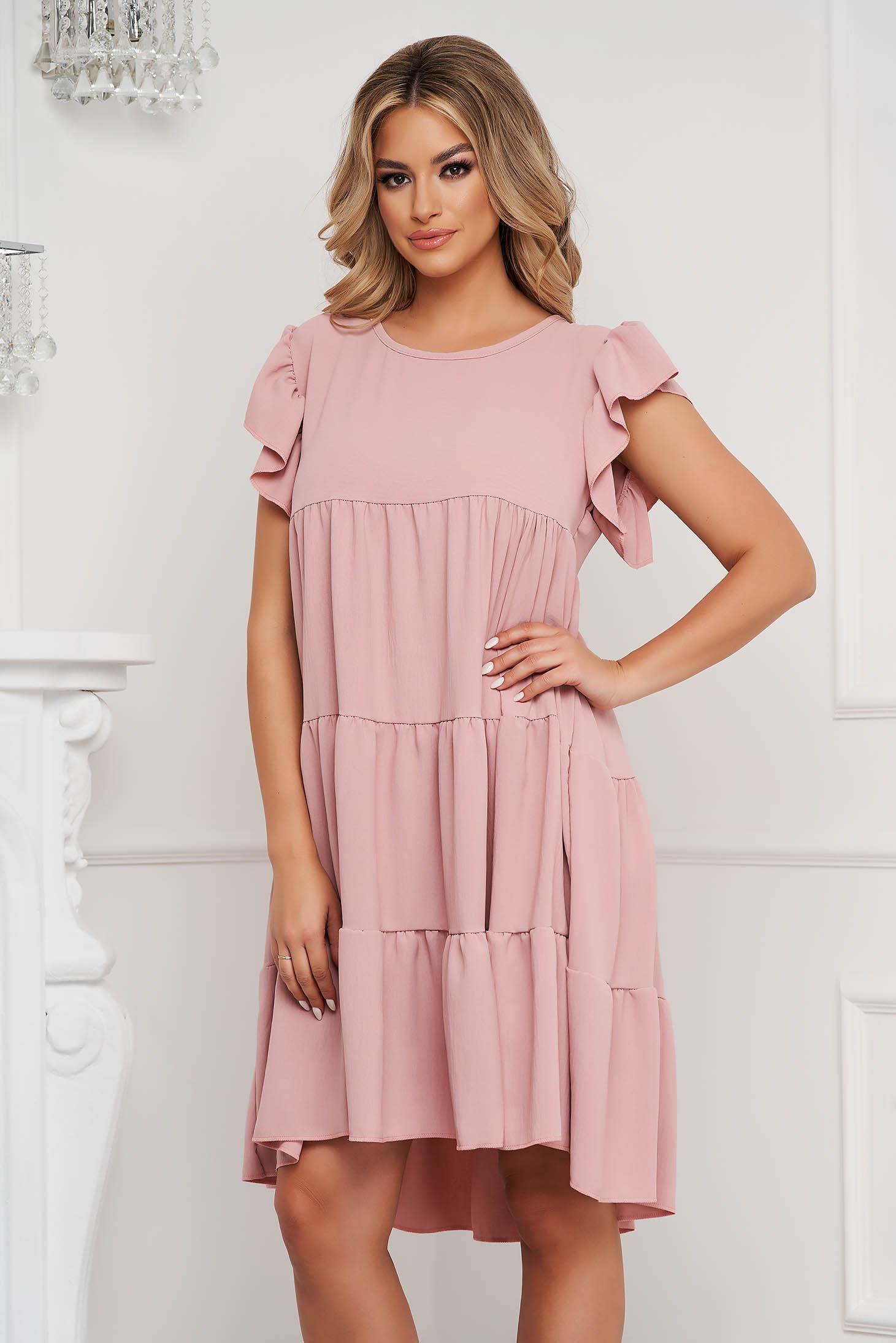 Púder rózsaszínű rugalmas és finom anyagból készült bő szabású fodros ruha
