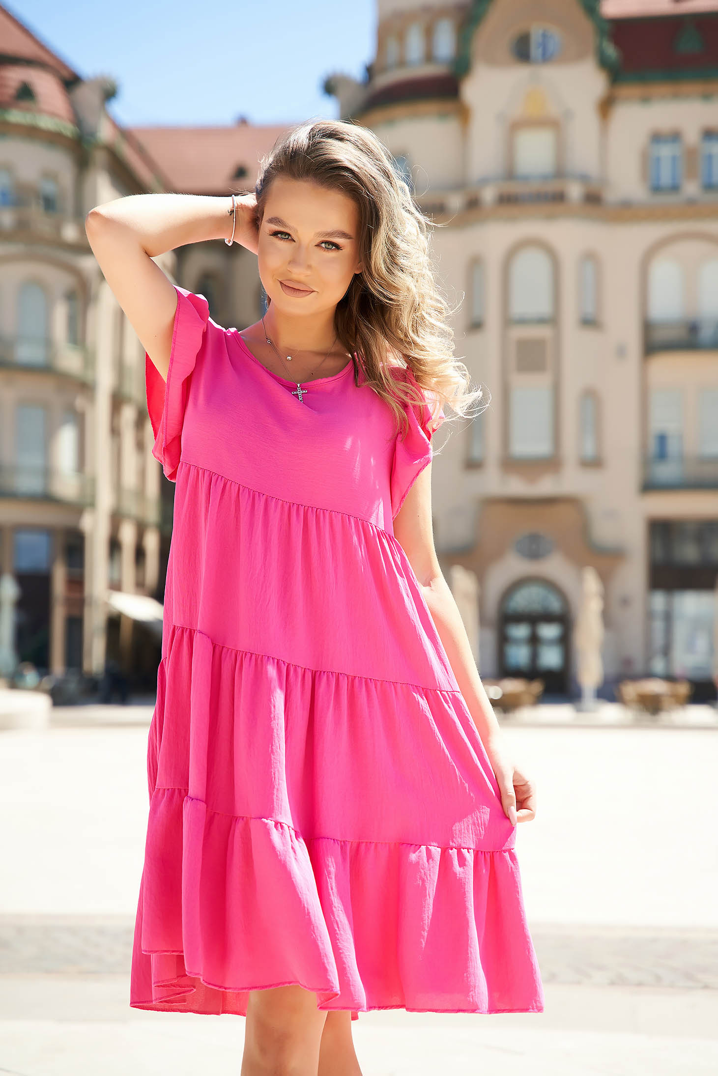 Fuchsia dress loose fit with ruffle details from elastic and fine fabric