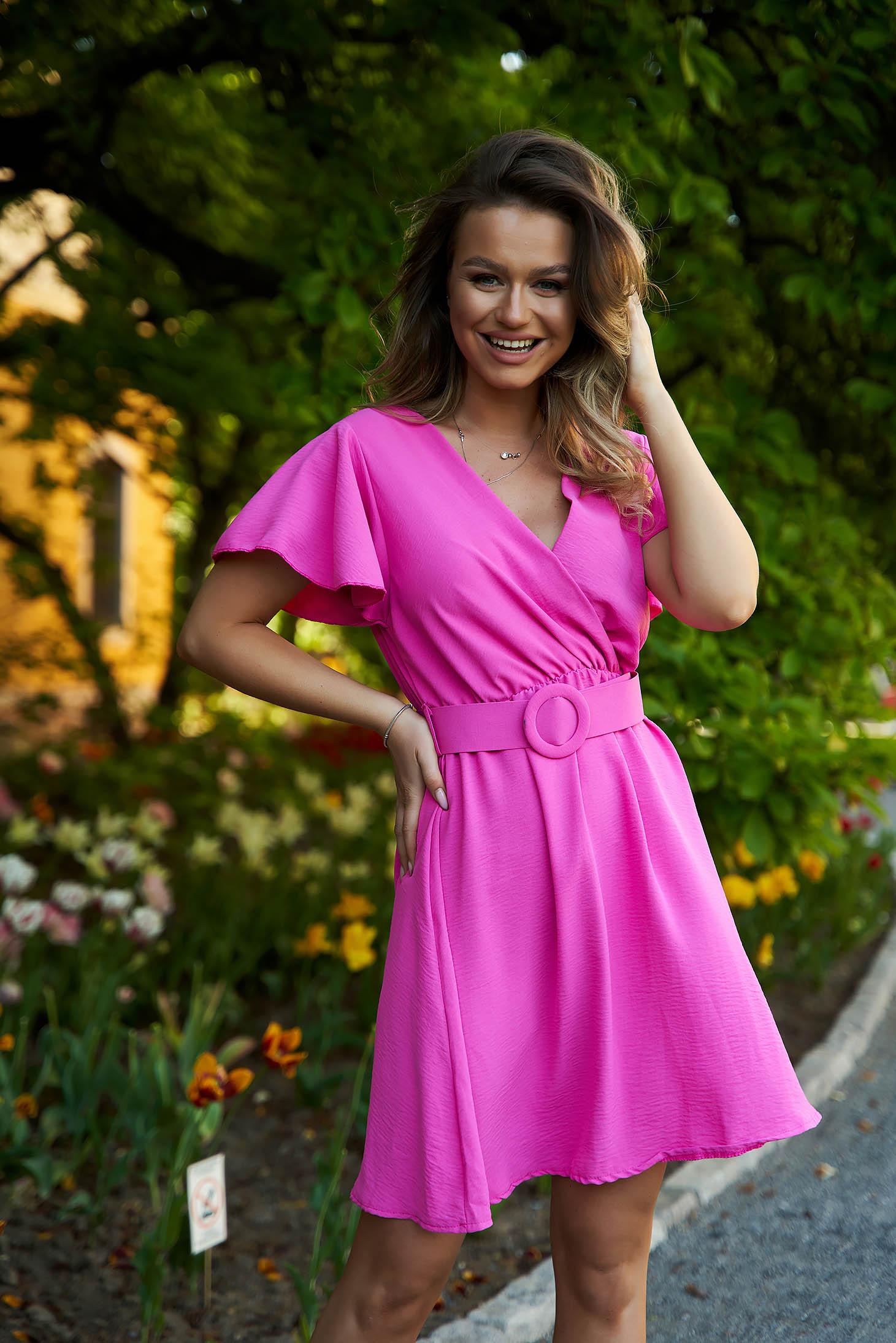 Fuchsia dress cloche short cut accessorized with belt airy fabric