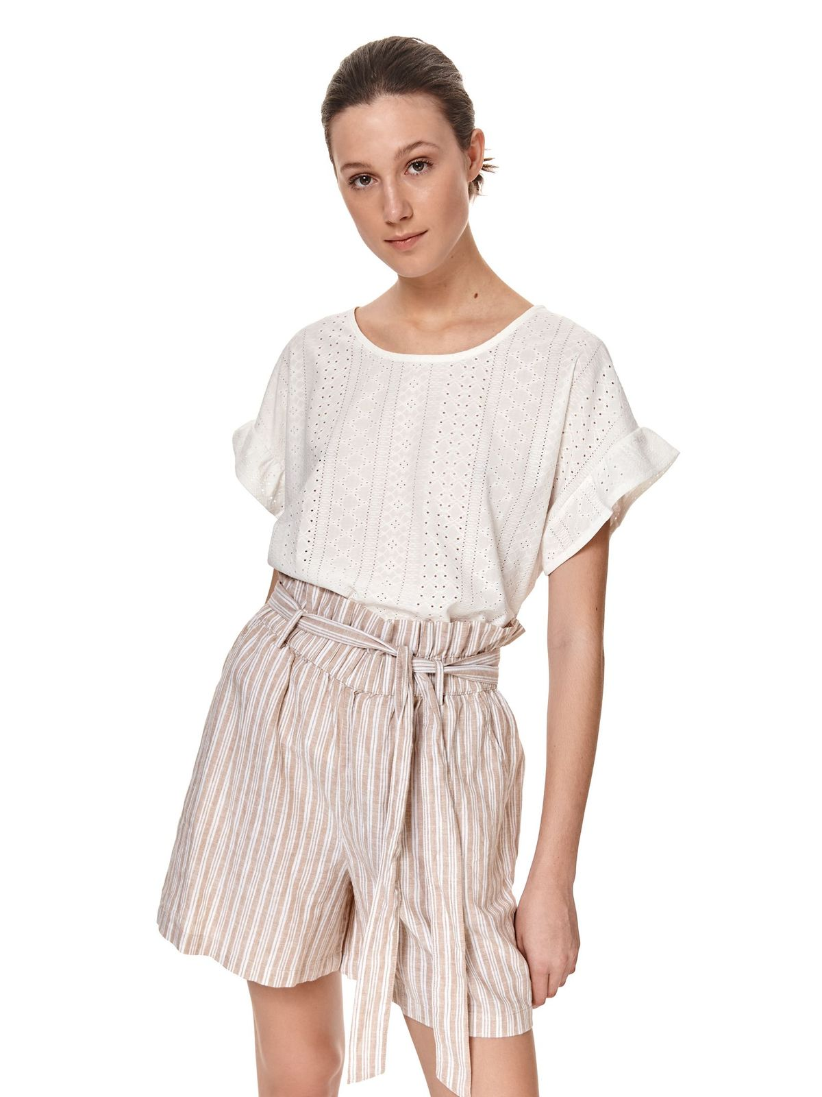 Ivory t-shirt loose fit with ruffle details with rounded cleavage