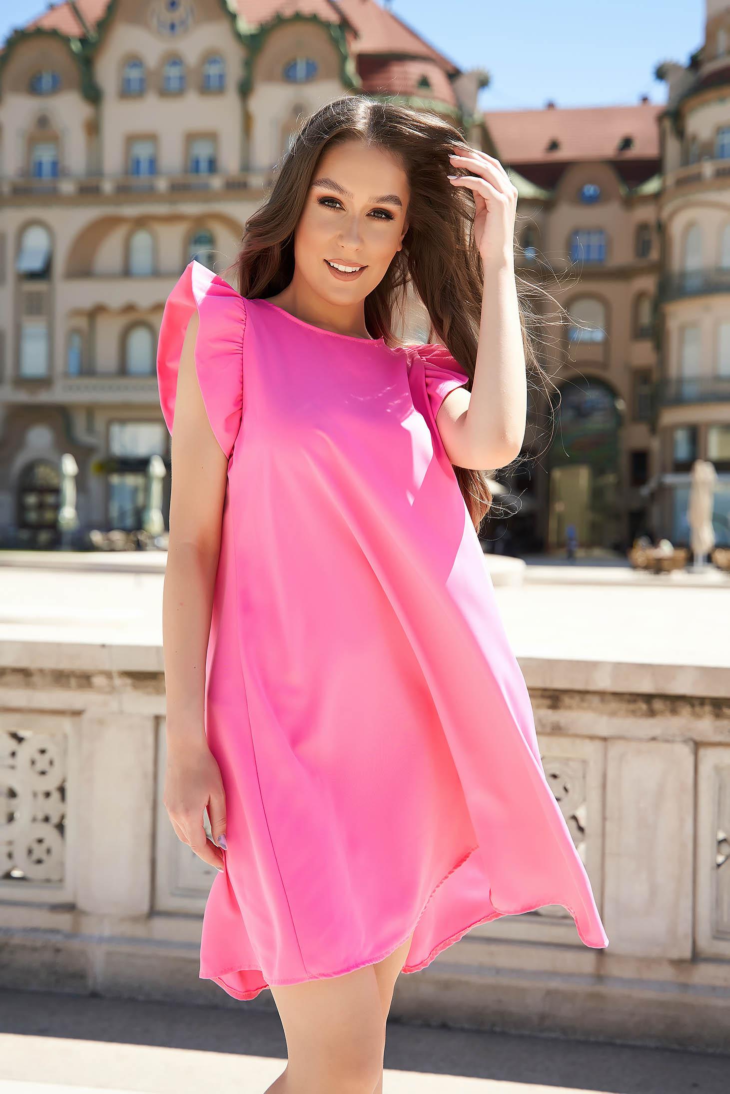 Rochie SunShine roz scurta cu croi larg cu maneci scurte si volanase
