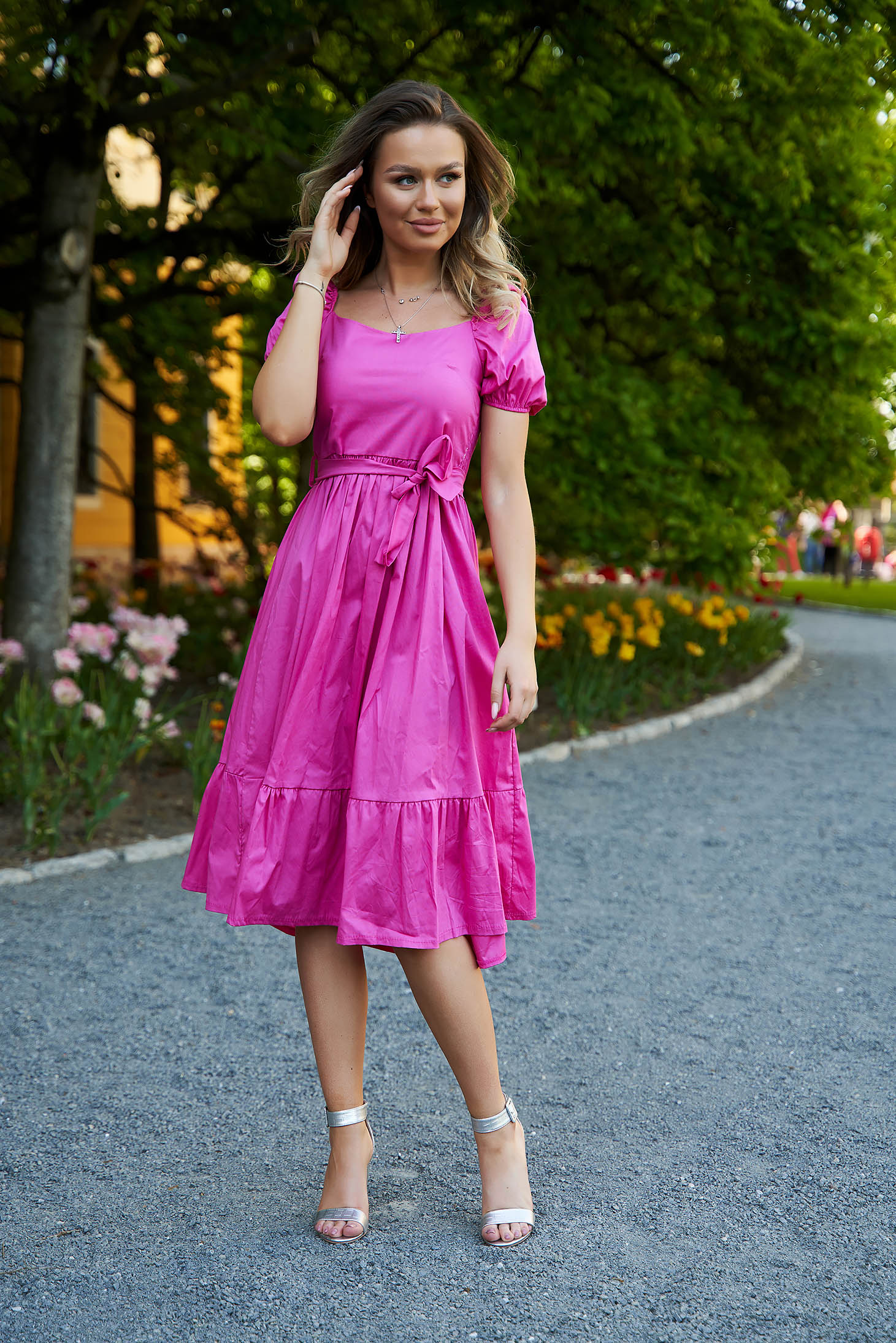 Pink dress midi cloche accessorized with tied waistband with puffed sleeves