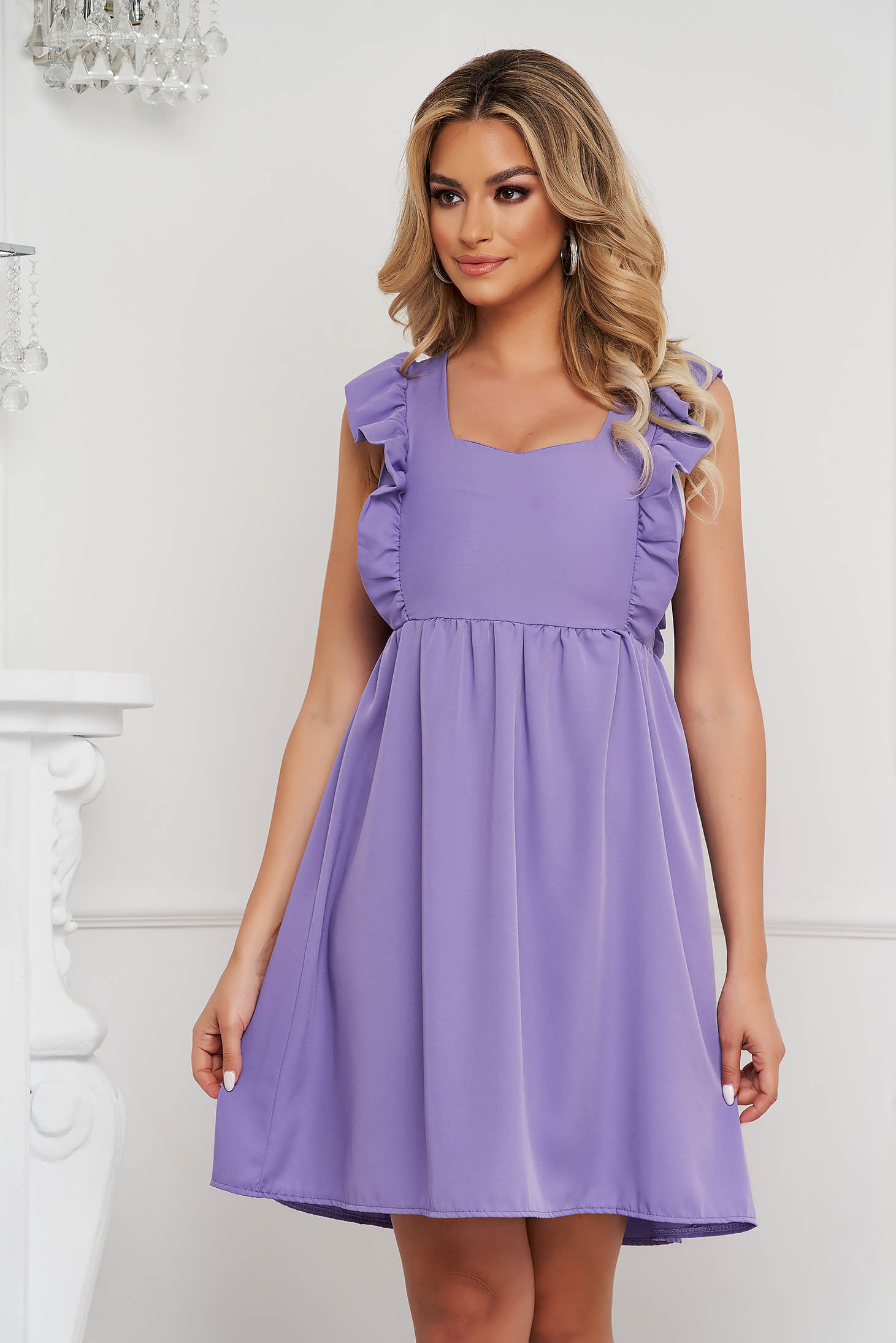 Lila a-vonalú fodros rövid ruha