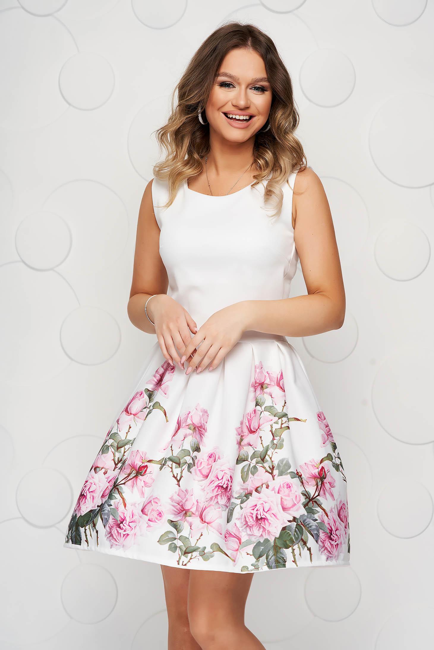 Fehér virágmintás rövid harang ruha enyhén rugalmas anyagból