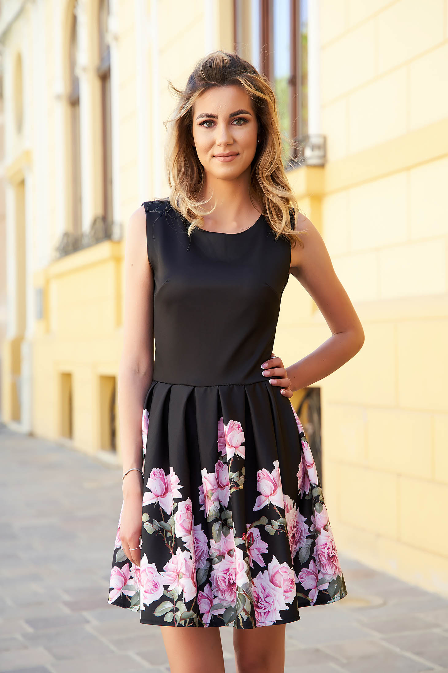 Black dress with floral print cloche slightly elastic fabric short cut
