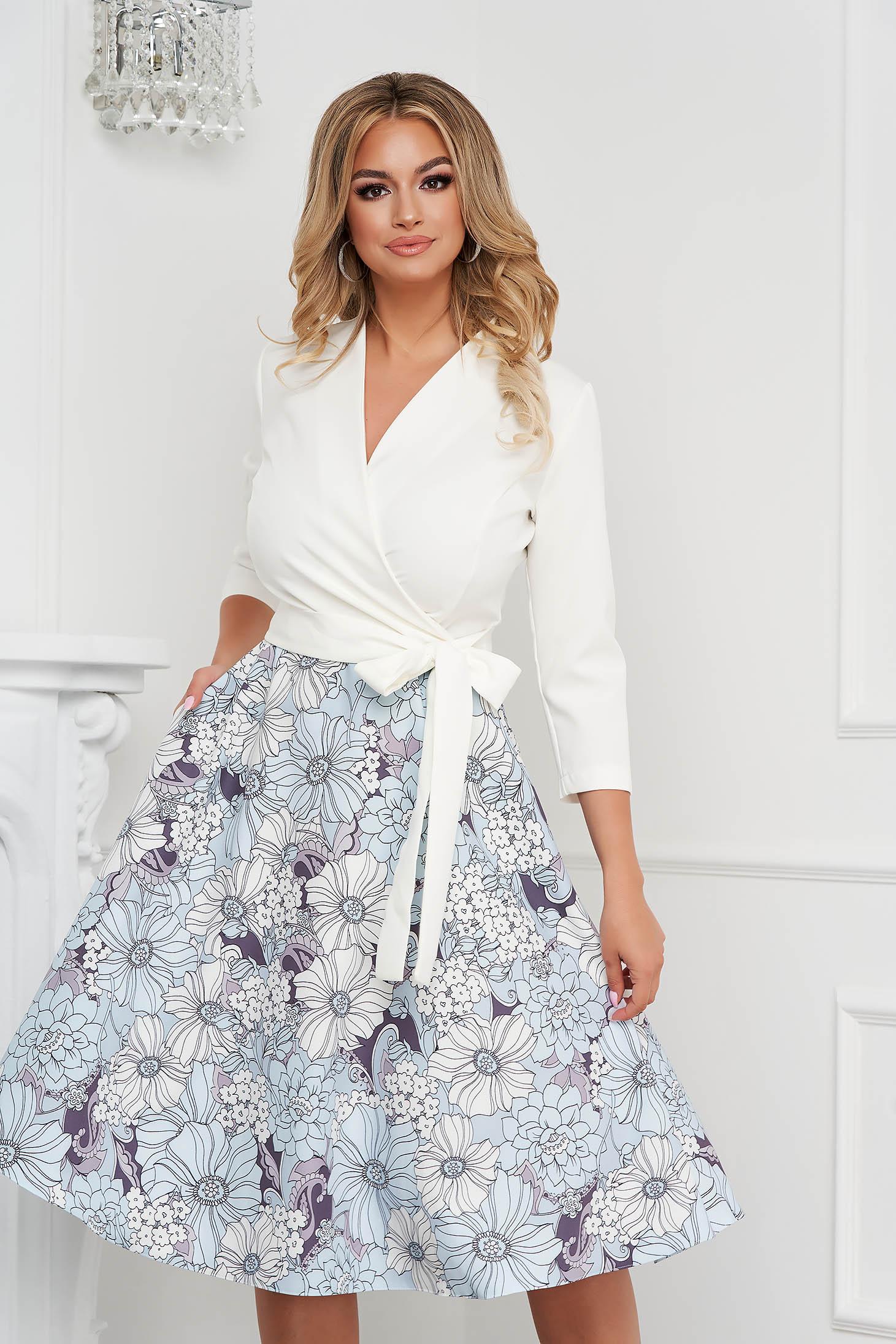 Rochie StarShinerS eleganta midi in clos cu decolteu petrecut din material fluid cu imprimeu floral