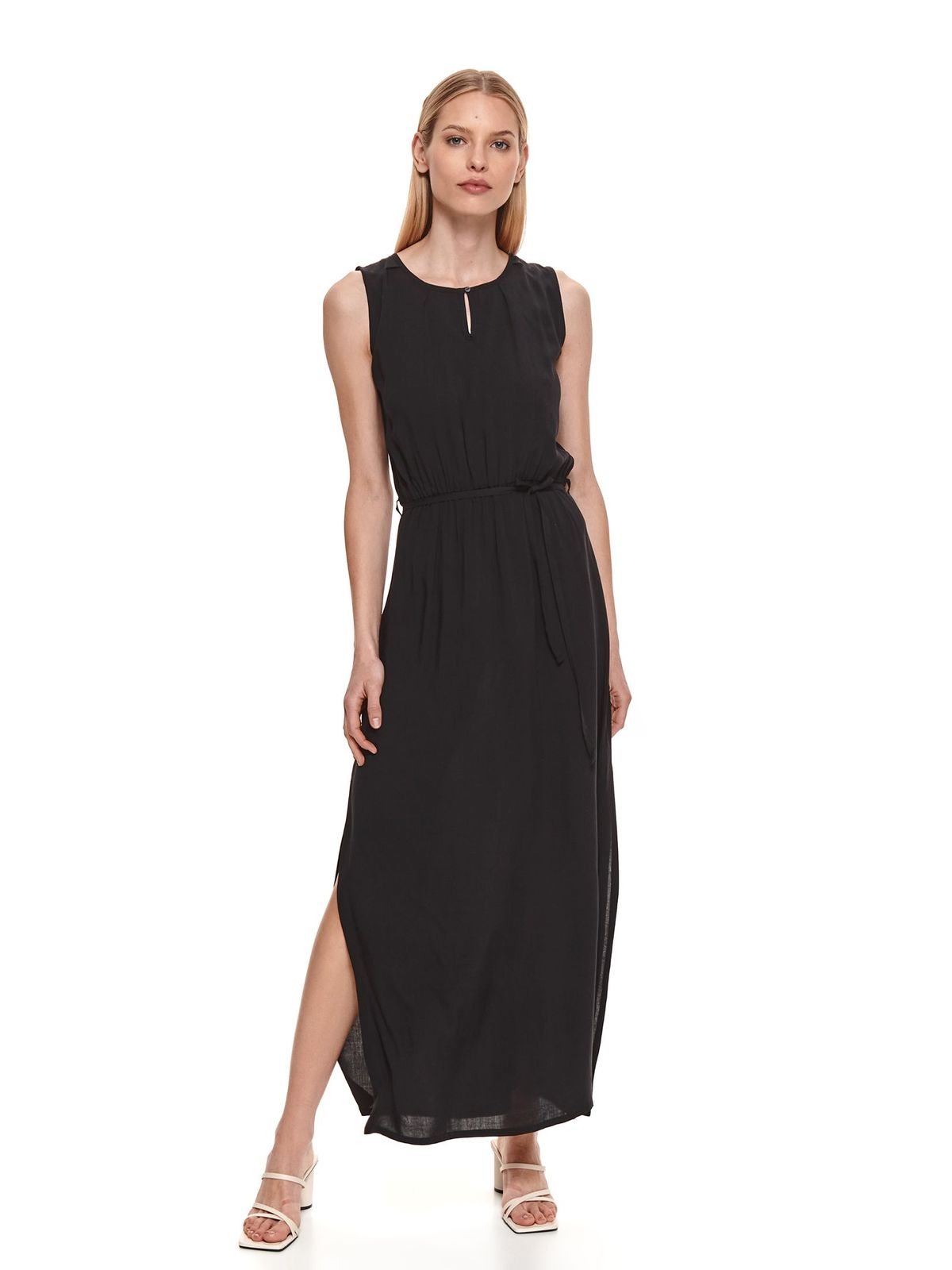 Black dress casual long cloche sleeveless is fastened around the waist with a ribbon
