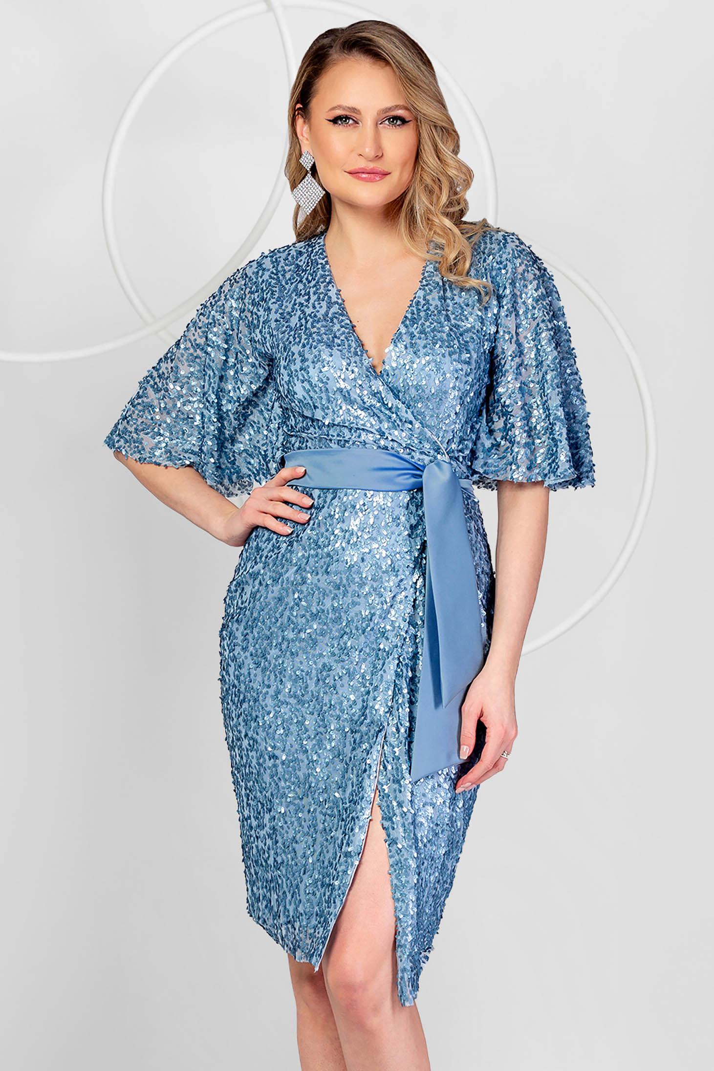 Rochie PrettyGirl albastra de ocazie din paiete cu croi in a si maneci tip fluture
