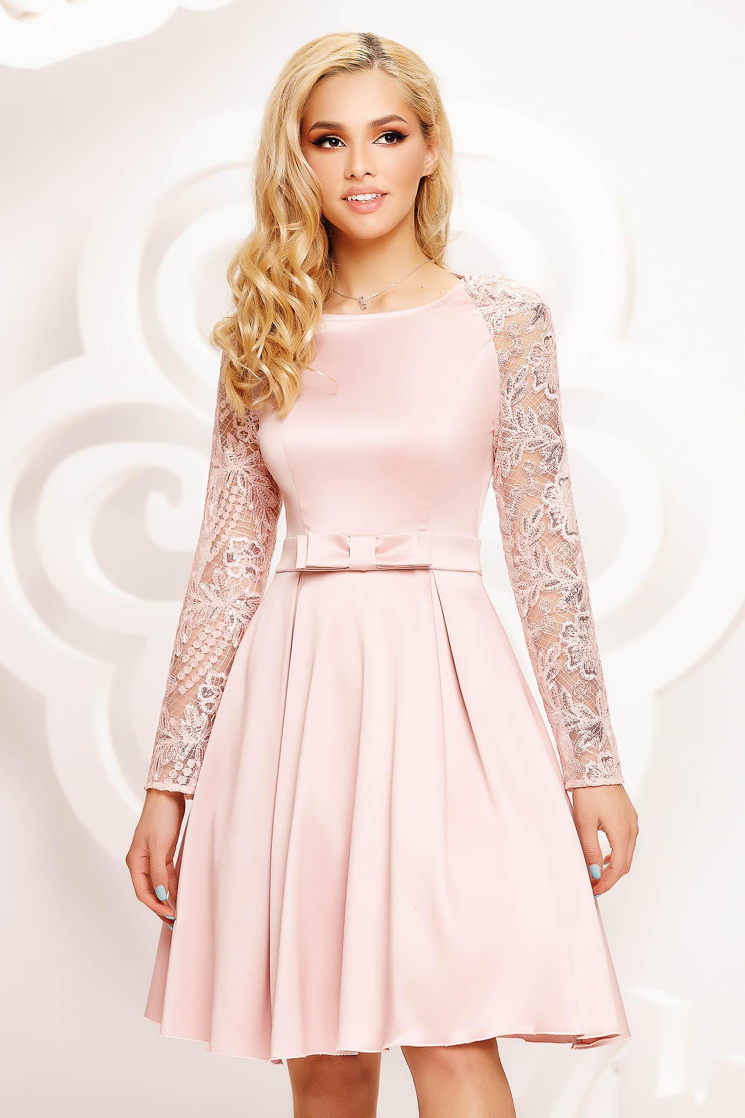 Púder rózsaszínű rövid alkalmi harang ruha átlátszó ujj
