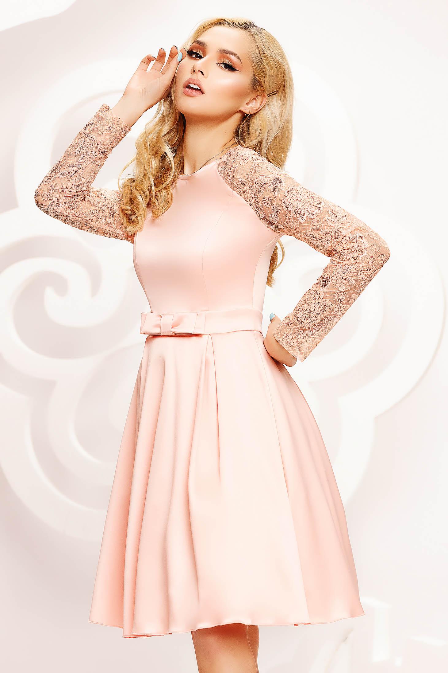 Artista rochie piersica scurta in clos de ocazie maneci transparente