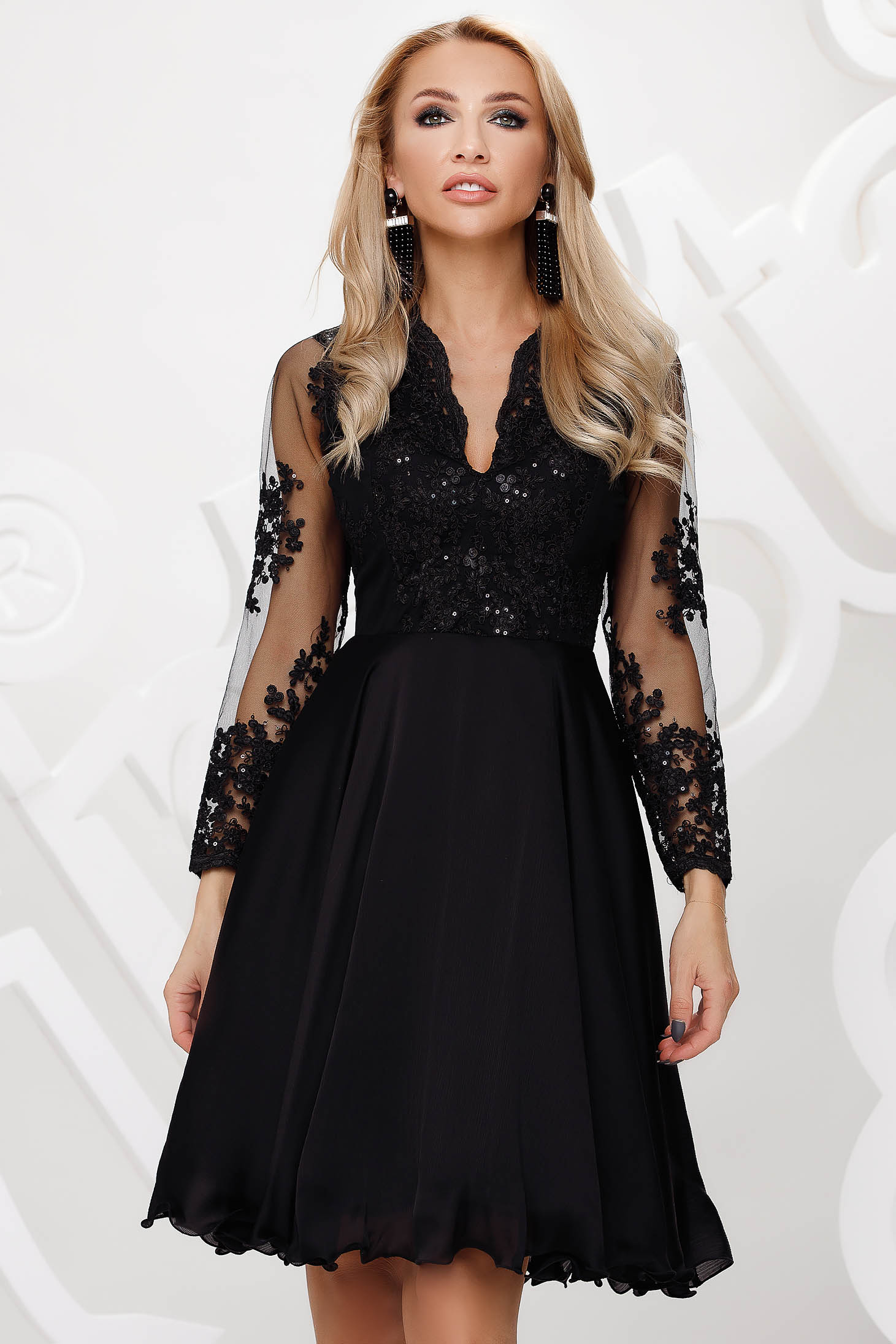 Fekete alkalmi harang ruha tüllből csipkés és flitteres díszítéssel