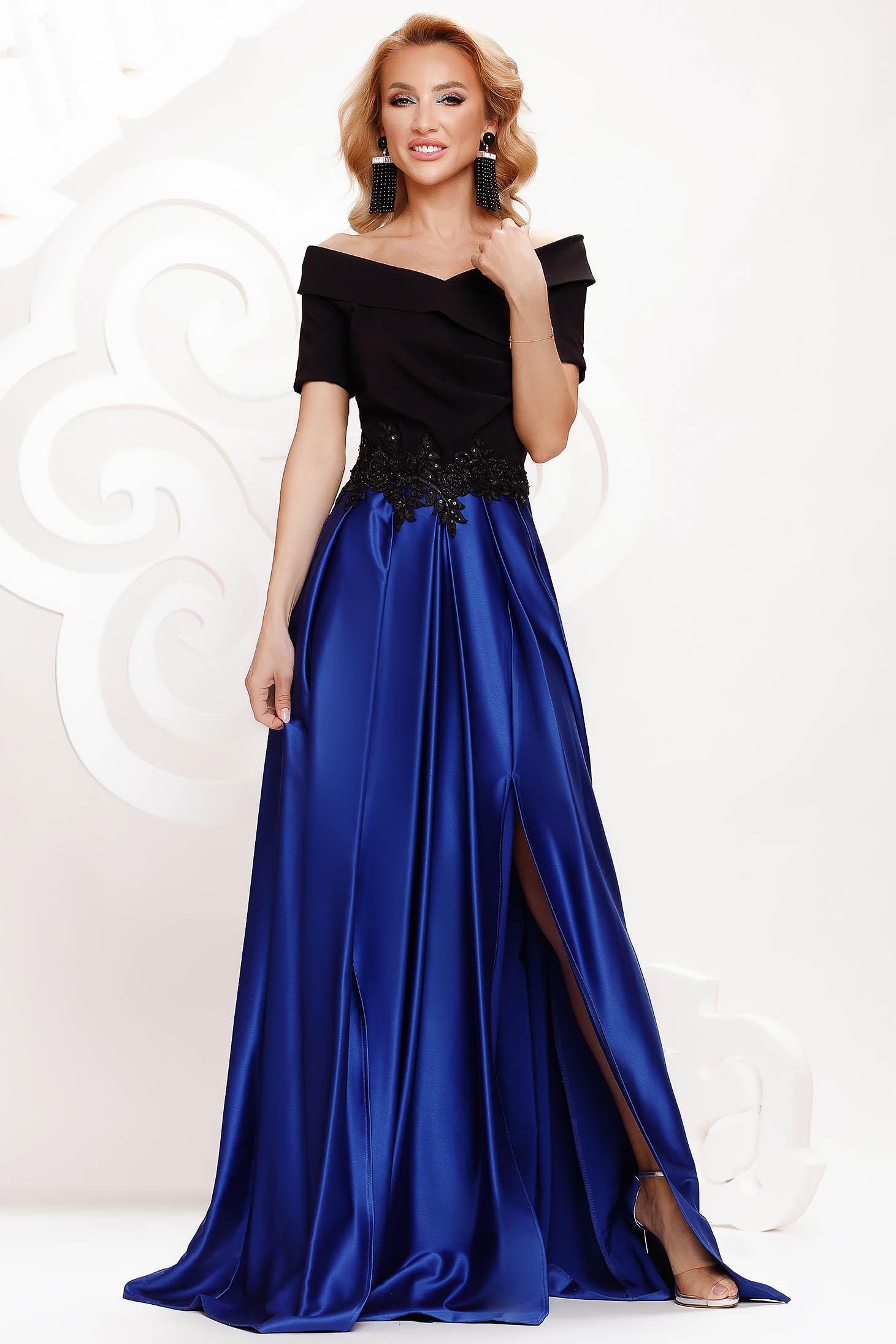 Rochie Artista albastra din satin de ocazie in clos crapata pe picior pe umeri accesorizata cu pietre stras