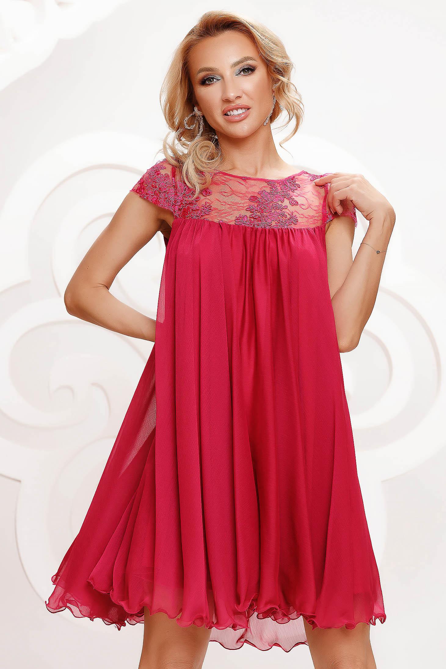 Alkalmi bő szabású rövid muszlin fukszia ruha csipke díszítéssel