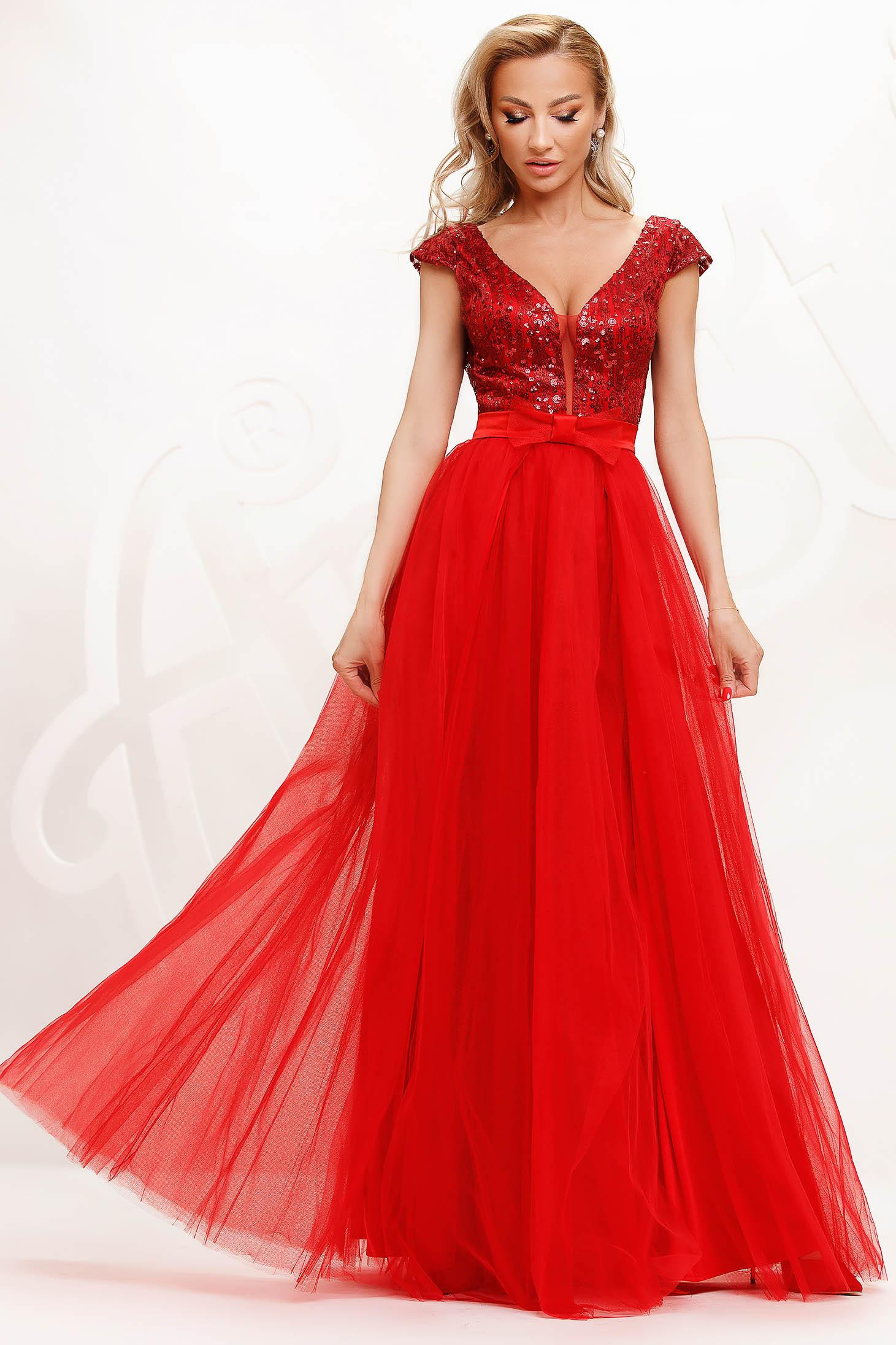 Piros alkalmi lábon sliccelt harang ruha tüllből flitteres díszítéssel