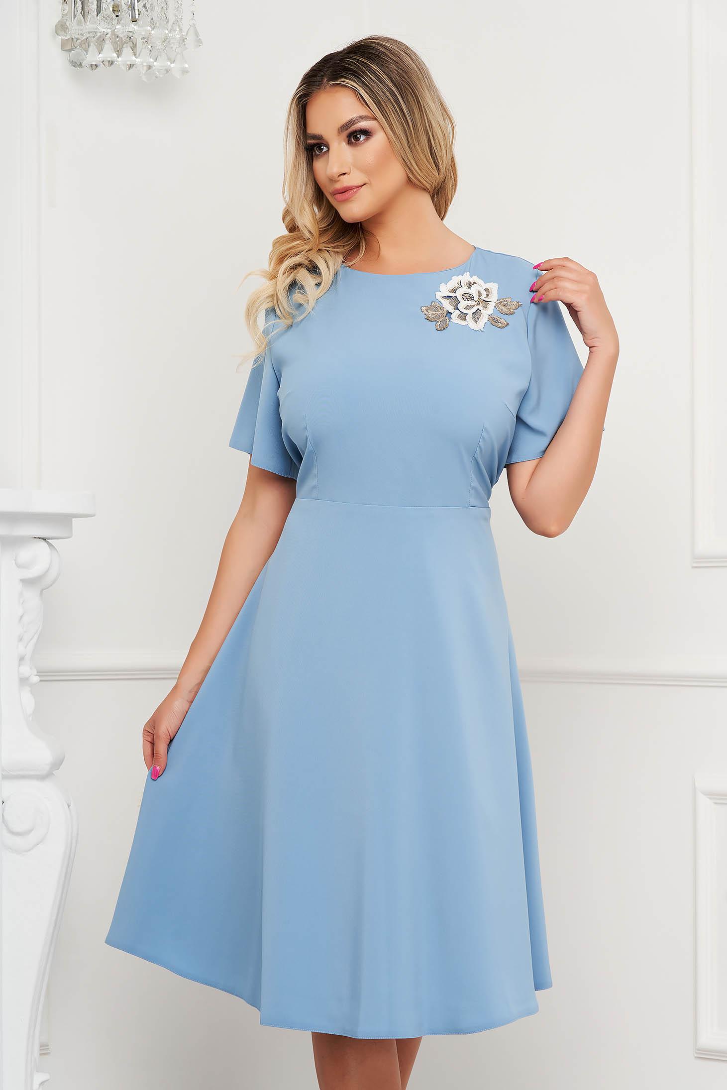 Rochie Lady Pandora albastru-deschis de ocazie cu croi in a si broderie florala