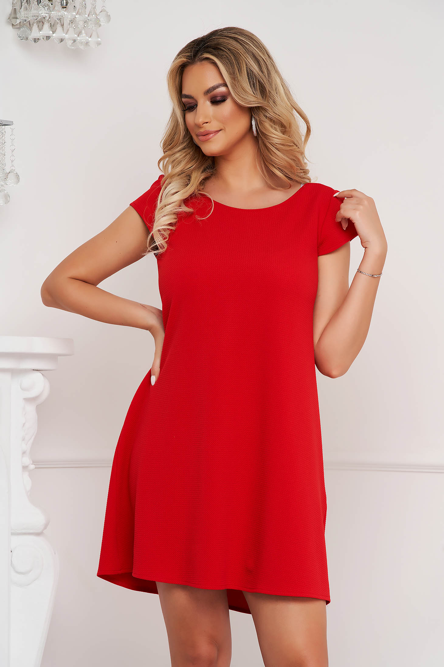 StarShinerS red dress short cut loose fit wrinkled material with cut back
