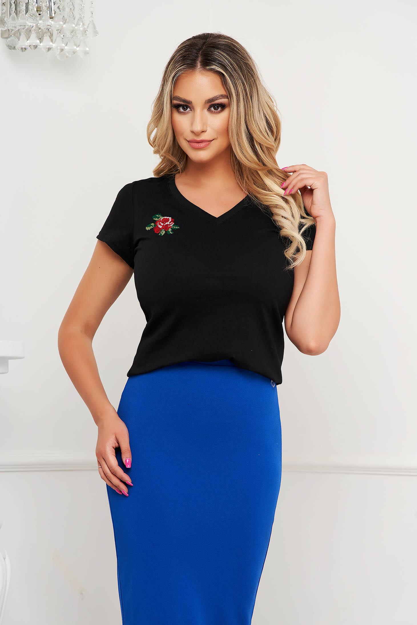 StarShinerS black t-shirt with v-neckline tented slightly elastic cotton