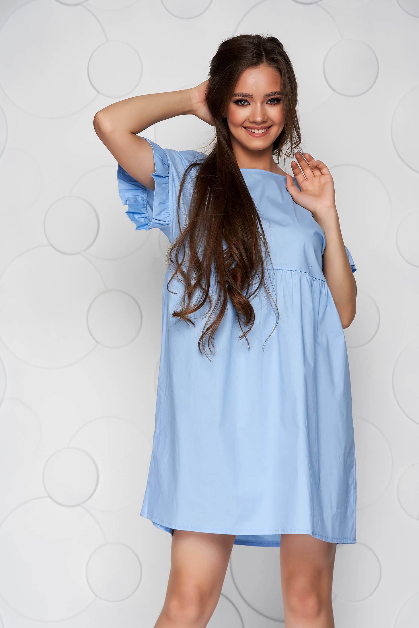 Rochie albastru-deschis din poplin cu croi larg cu volanase