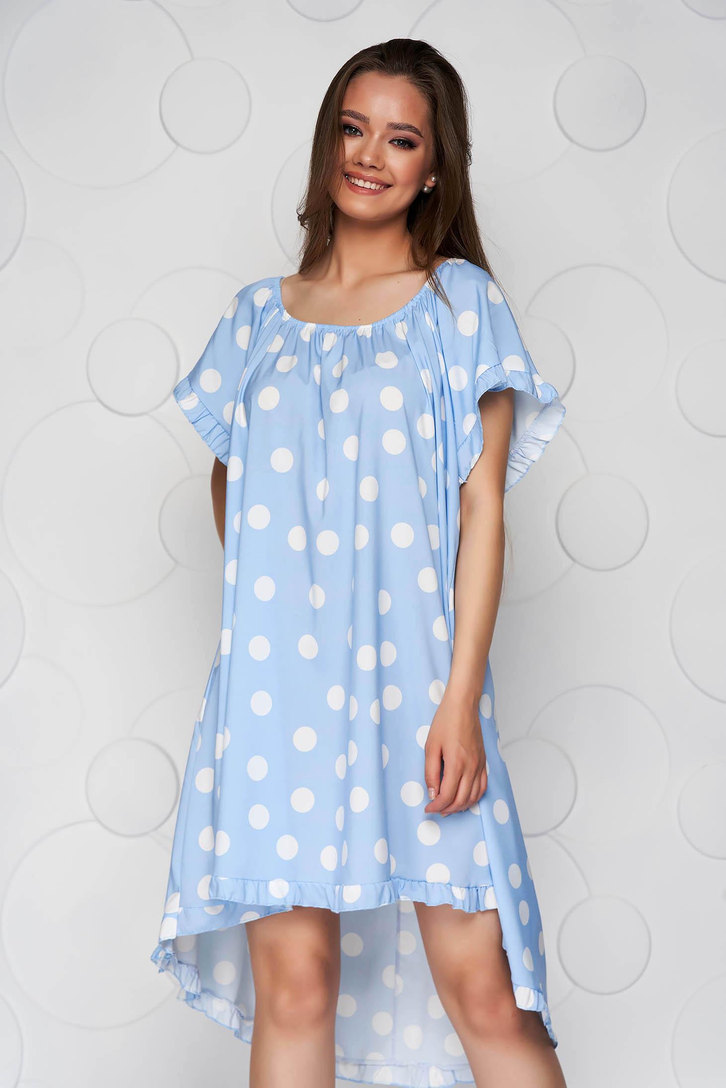 Rochie albastru-deschis cu buline din material elastic cu croi larg si elastic la nivelul decolteului