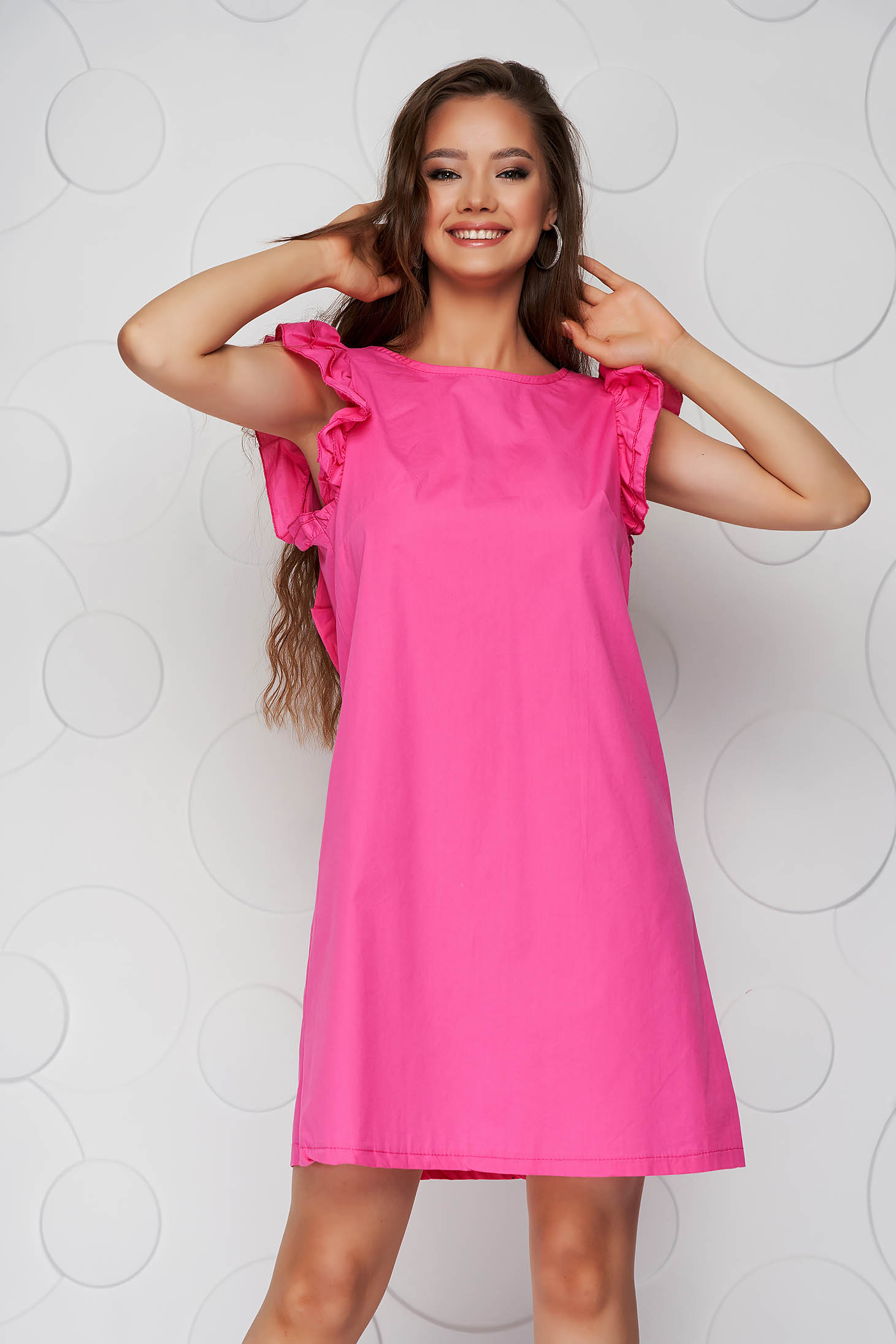 Rochie roz din poplin cu croi in a cu volanase si fundita in partea din spate