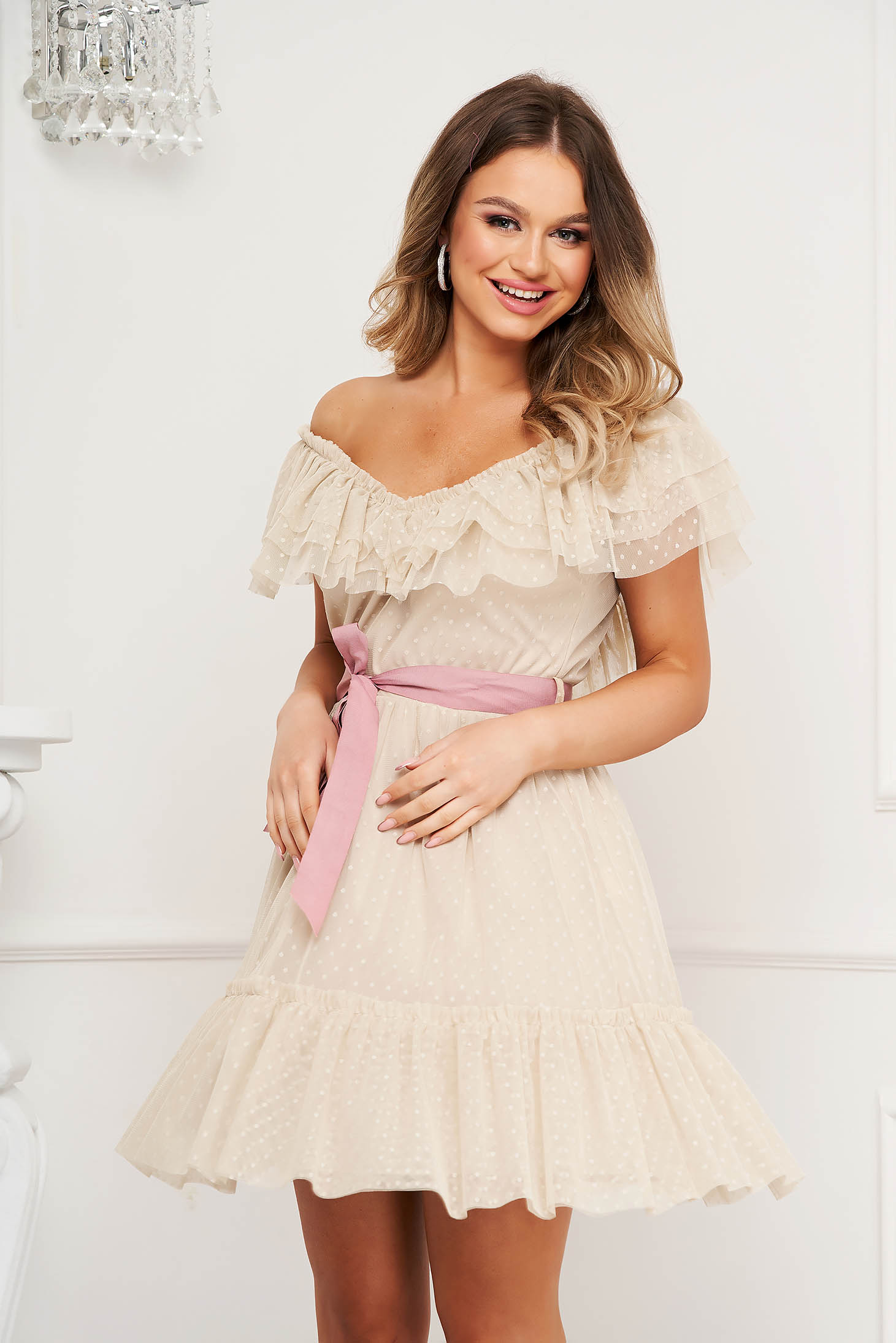 Cream dress from tulle clubbing cloche with elastic waist on the shoulders plumeti