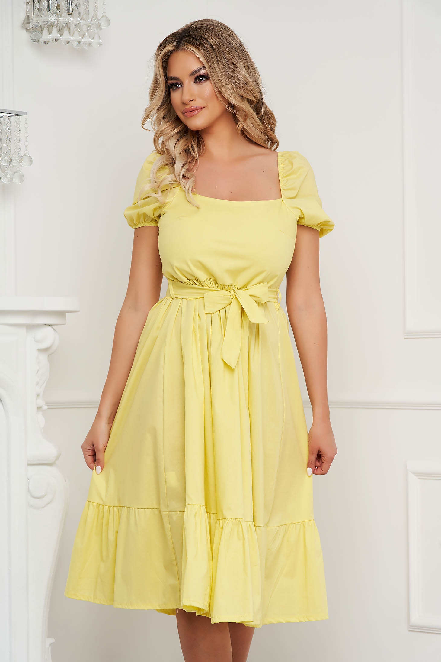 Yellow dress midi cloche accessorized with tied waistband with puffed sleeves