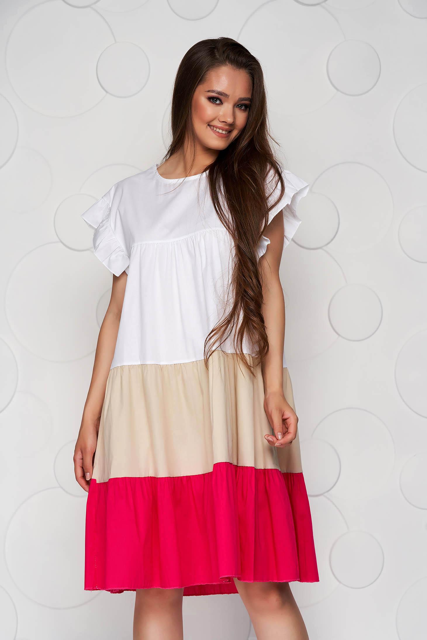 Rochie alba cu roz din material vaporos si subtire cu croi larg midi cu volanase
