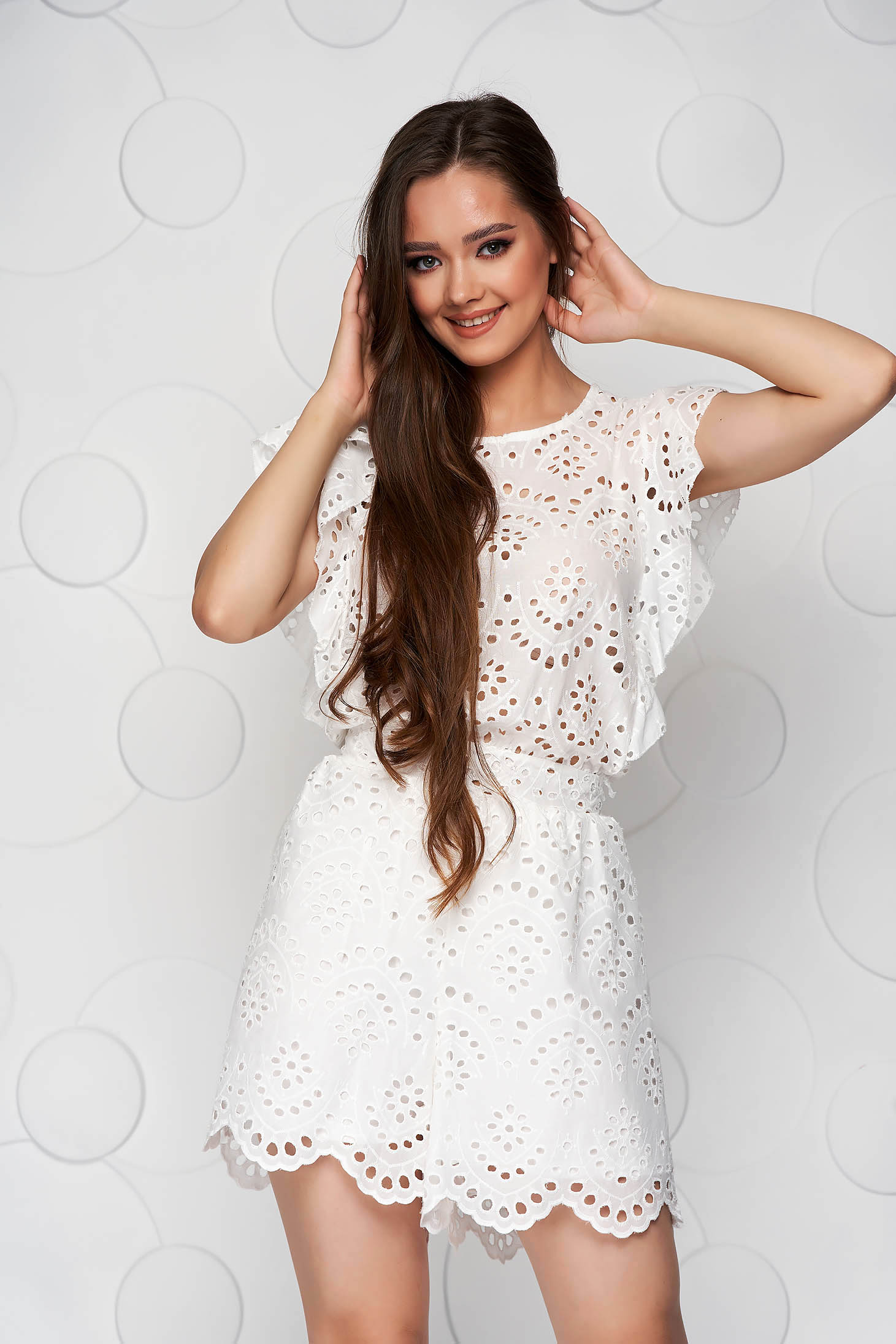 White jumpsuit guipure loose fit with ruffle details short cut