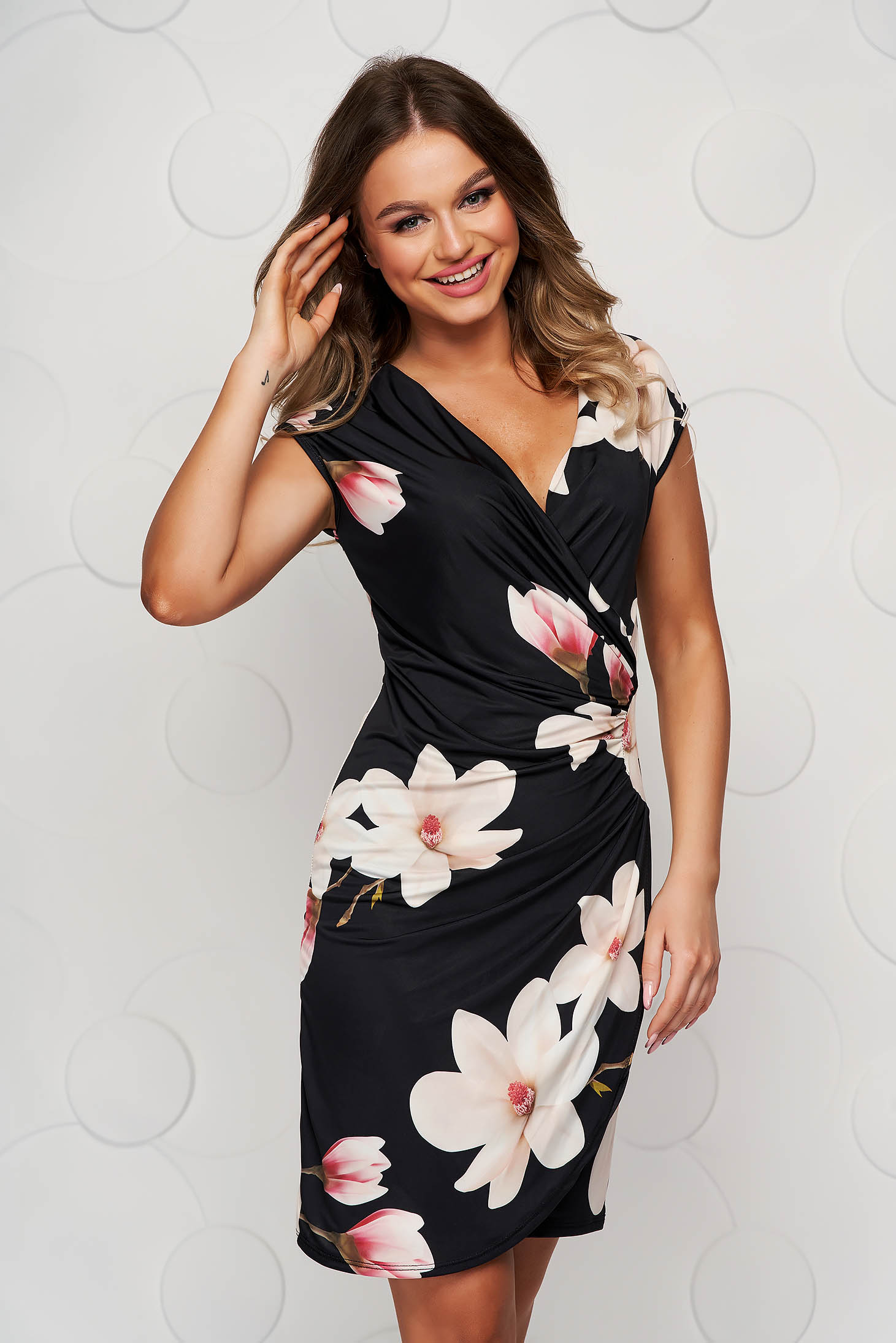 Black dress with floral print short cut pencil from elastic and fine fabric