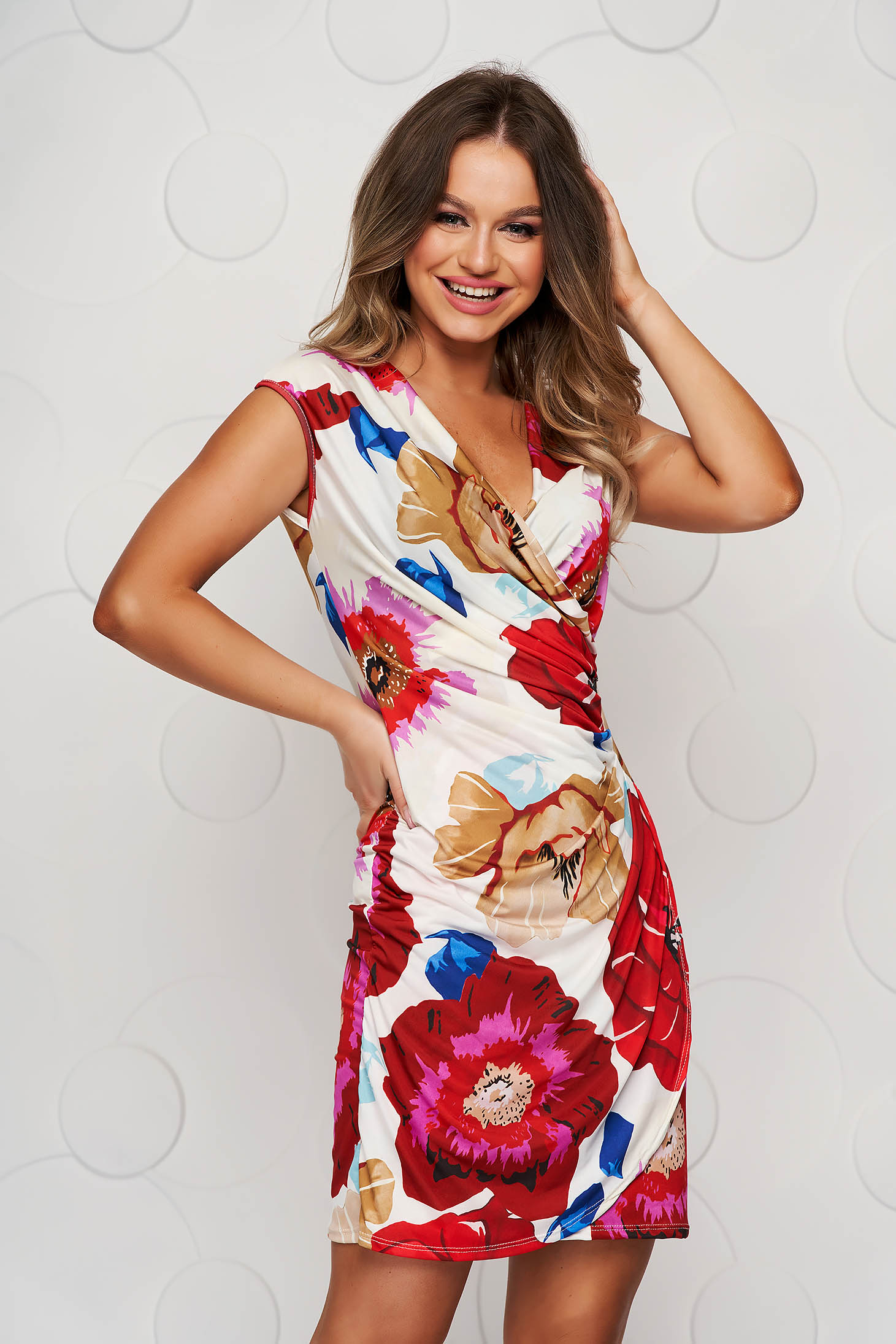 Red dress with floral print short cut pencil from elastic and fine fabric