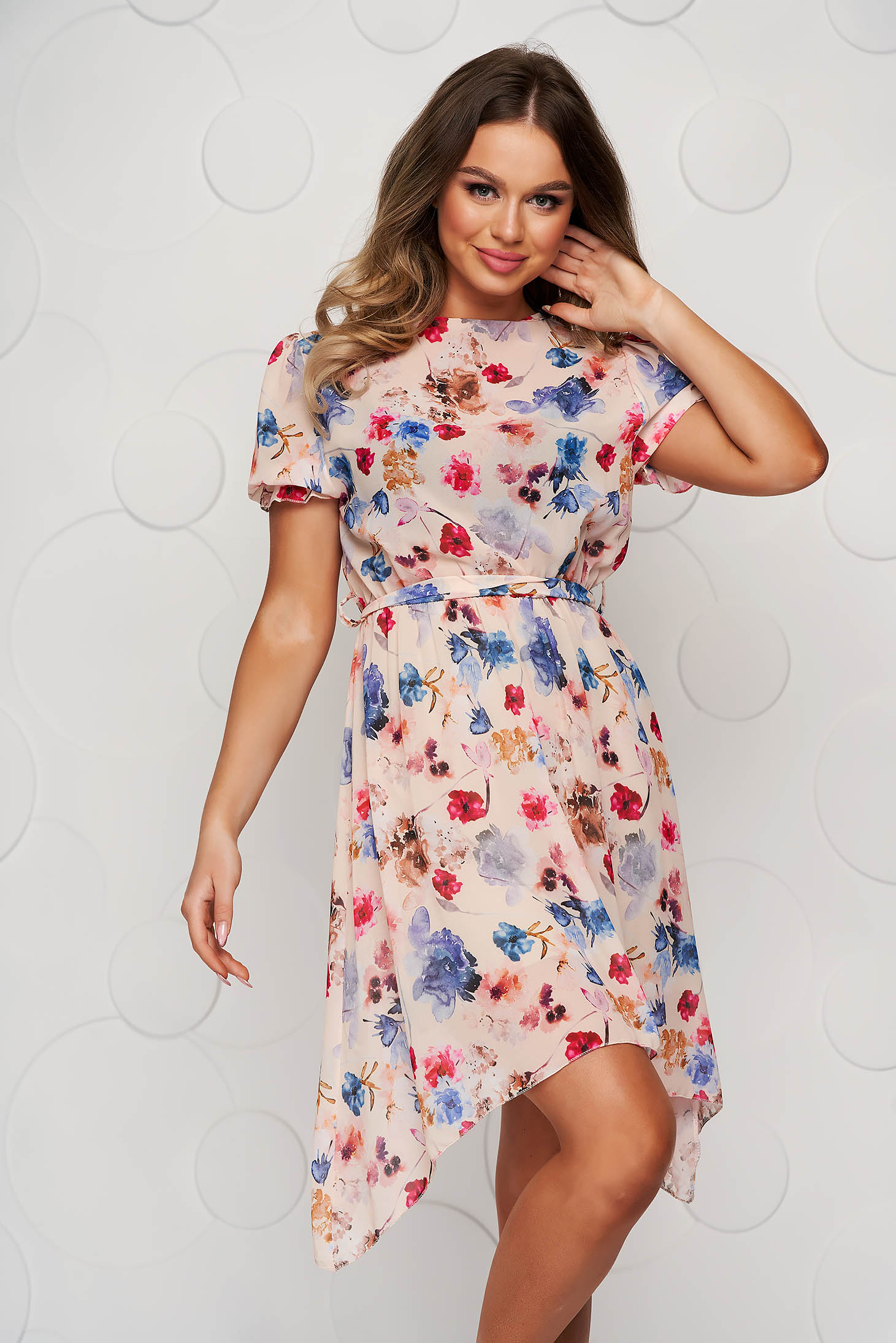 Cream dress asymmetrical cloche with elastic waist with floral print accessorized with tied waistband