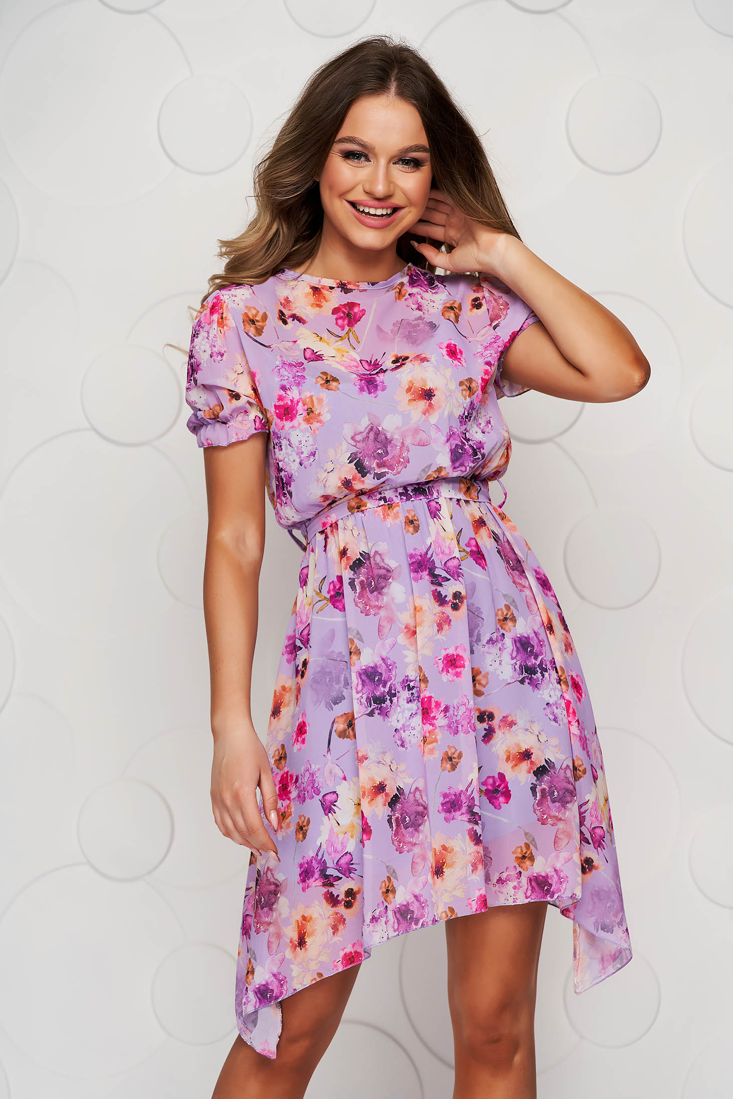 Lila dress asymmetrical cloche with elastic waist with floral print accessorized with tied waistband