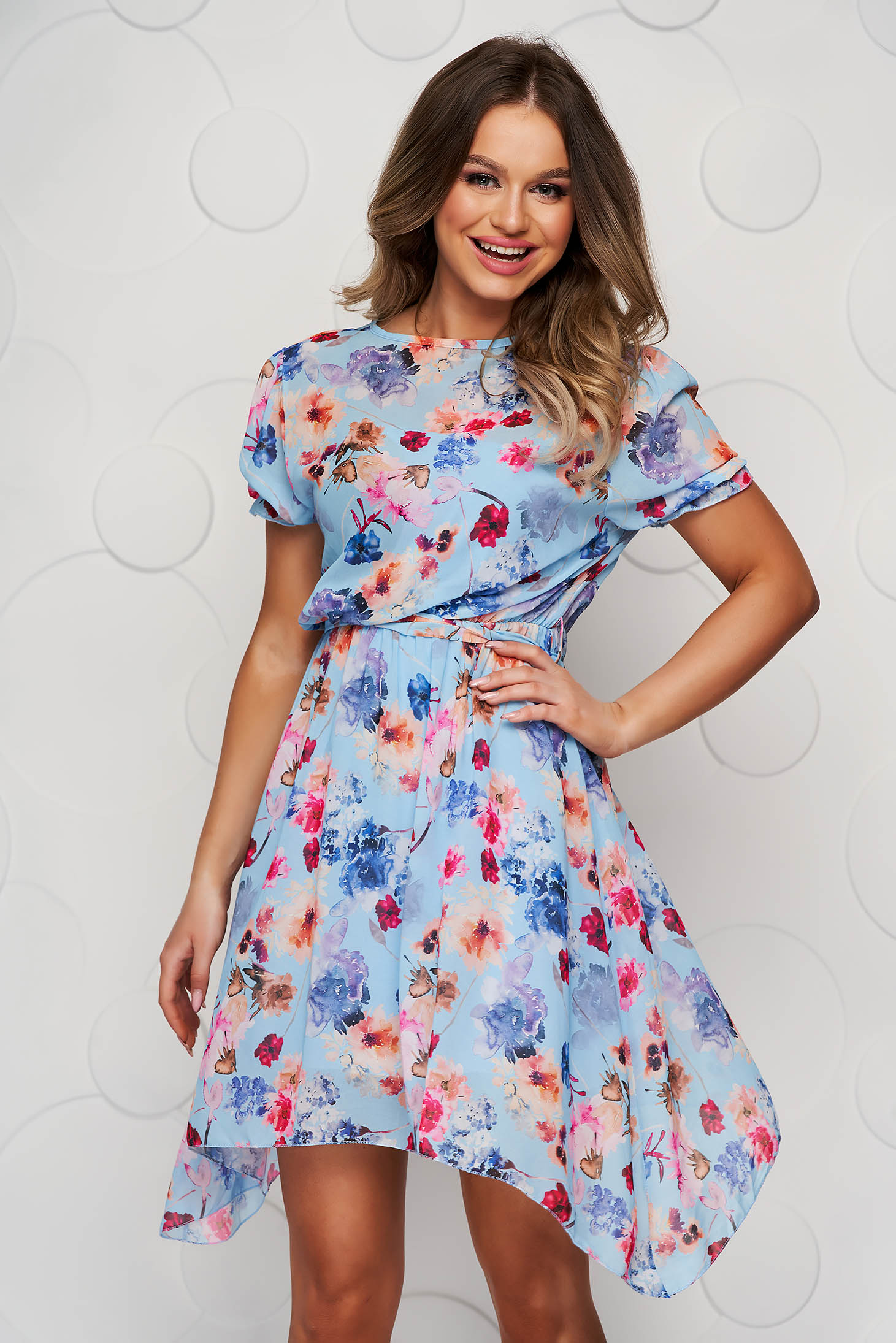 Blue dress asymmetrical cloche with elastic waist with floral print accessorized with tied waistband
