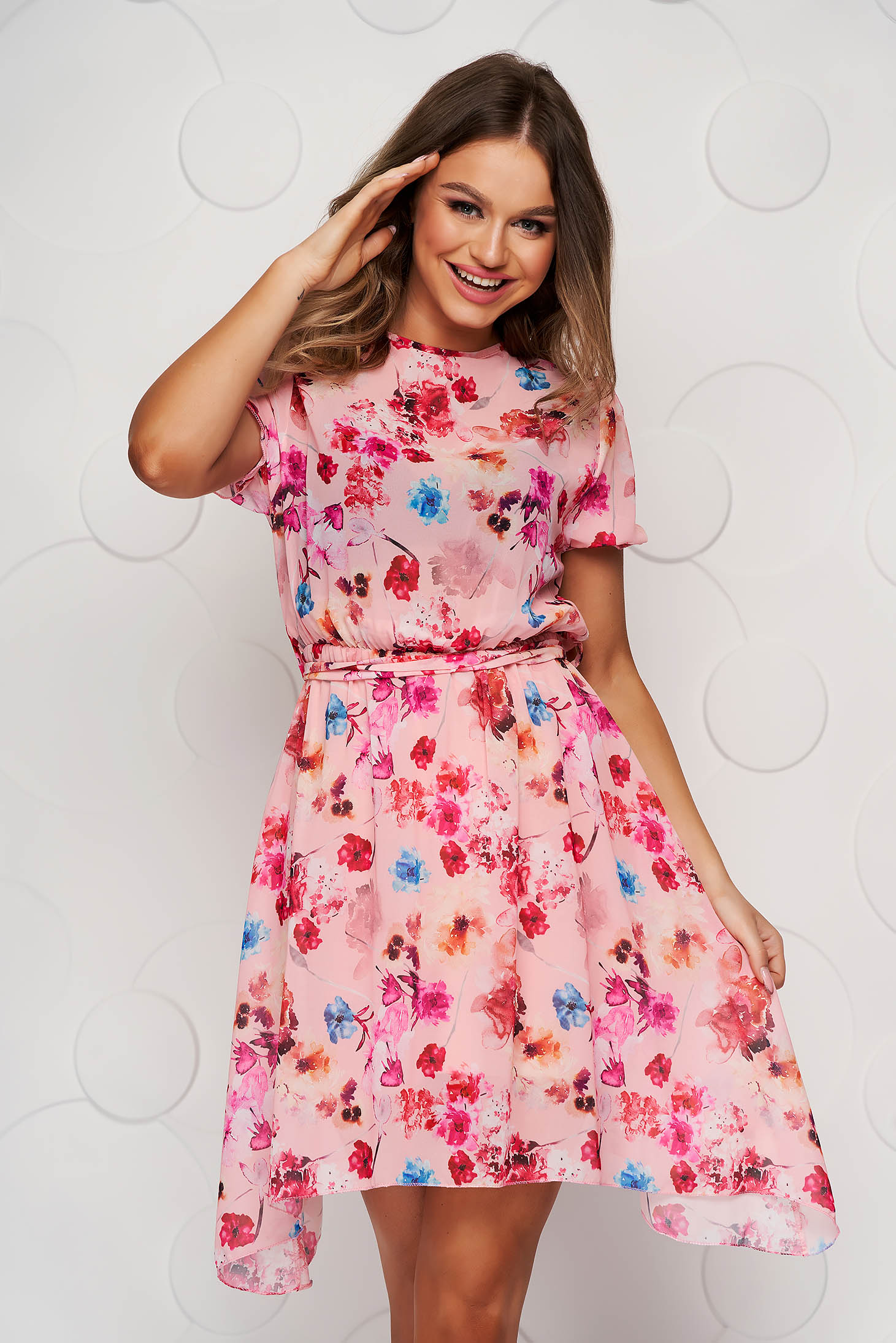 Pink dress asymmetrical cloche with elastic waist with floral print accessorized with tied waistband