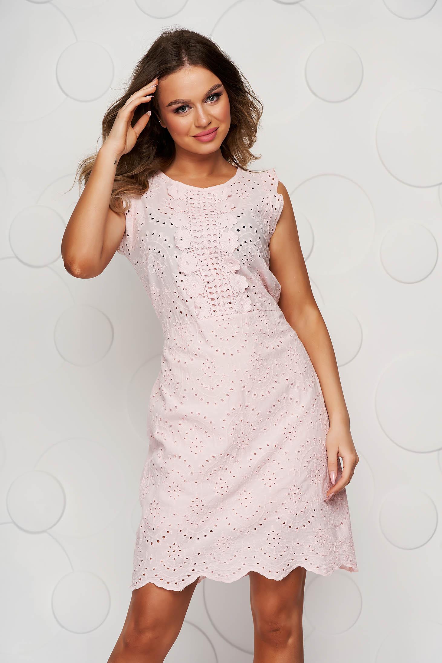 Rochie roz deschis din ghipură cu croi drept cu cordon care se leaga la spate