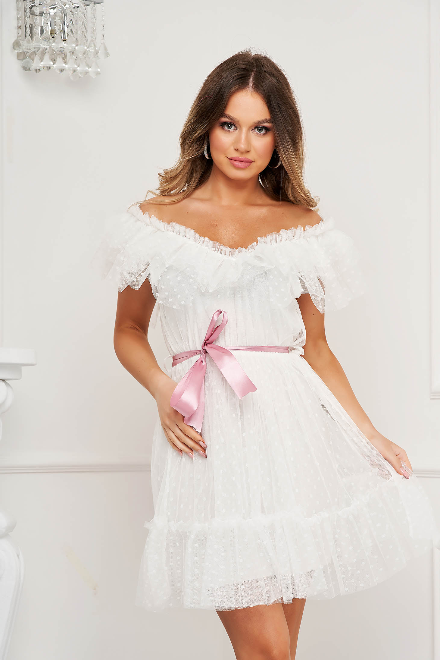 White dress from tulle cloche with elastic waist plumeti on the shoulders accessorized with tied waistband occasional