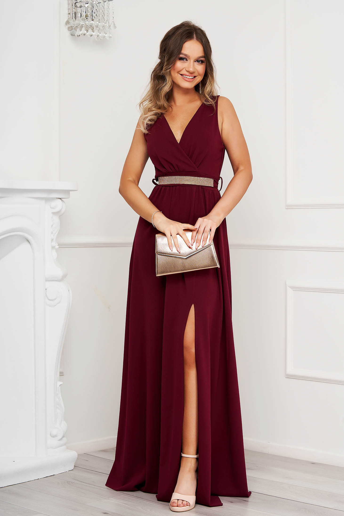 Burgundy dress cloche occasional slit from elastic fabric with v-neckline with embellished accessories