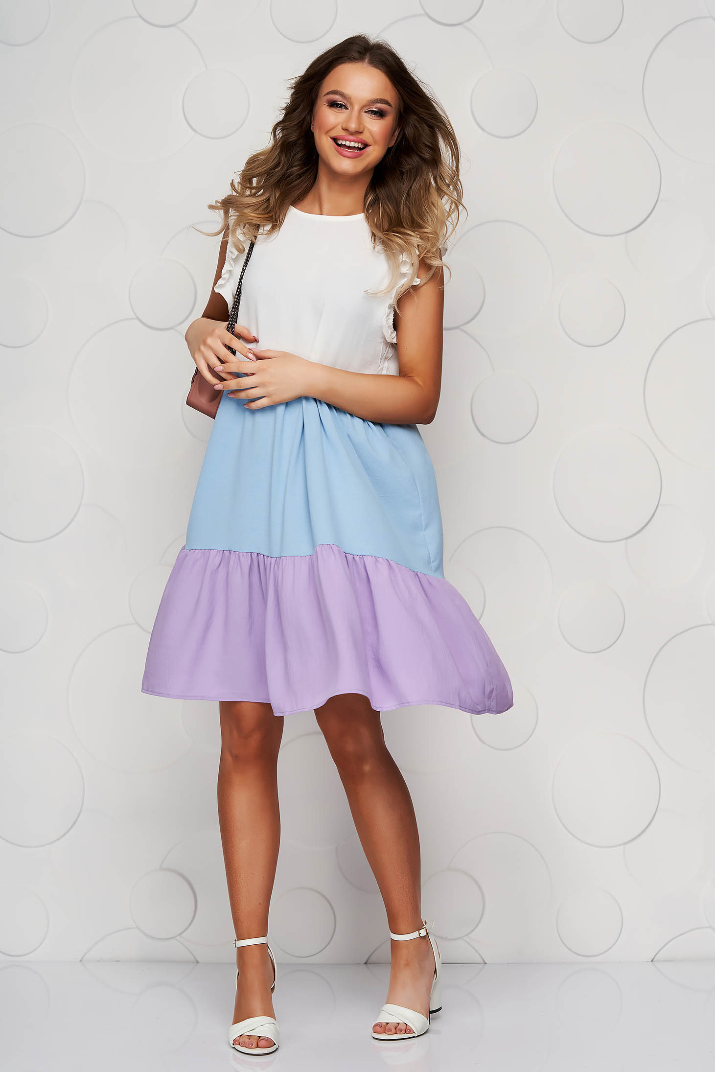 Lila dress thin fabric airy fabric loose fit with ruffle details