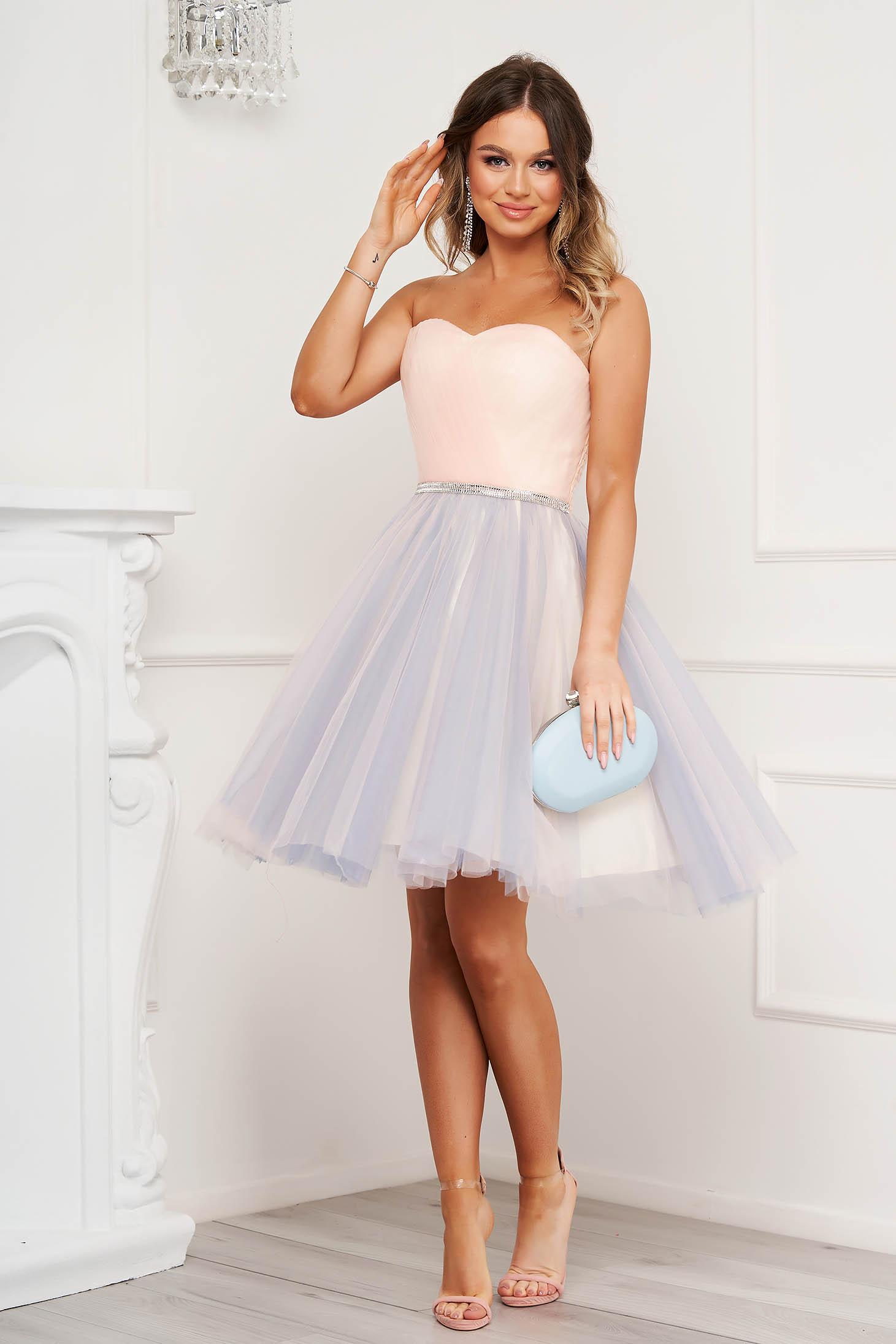 Rochie SunShine roz deschis de ocazie in clos din tul cu bust tip corset cu umeri goi