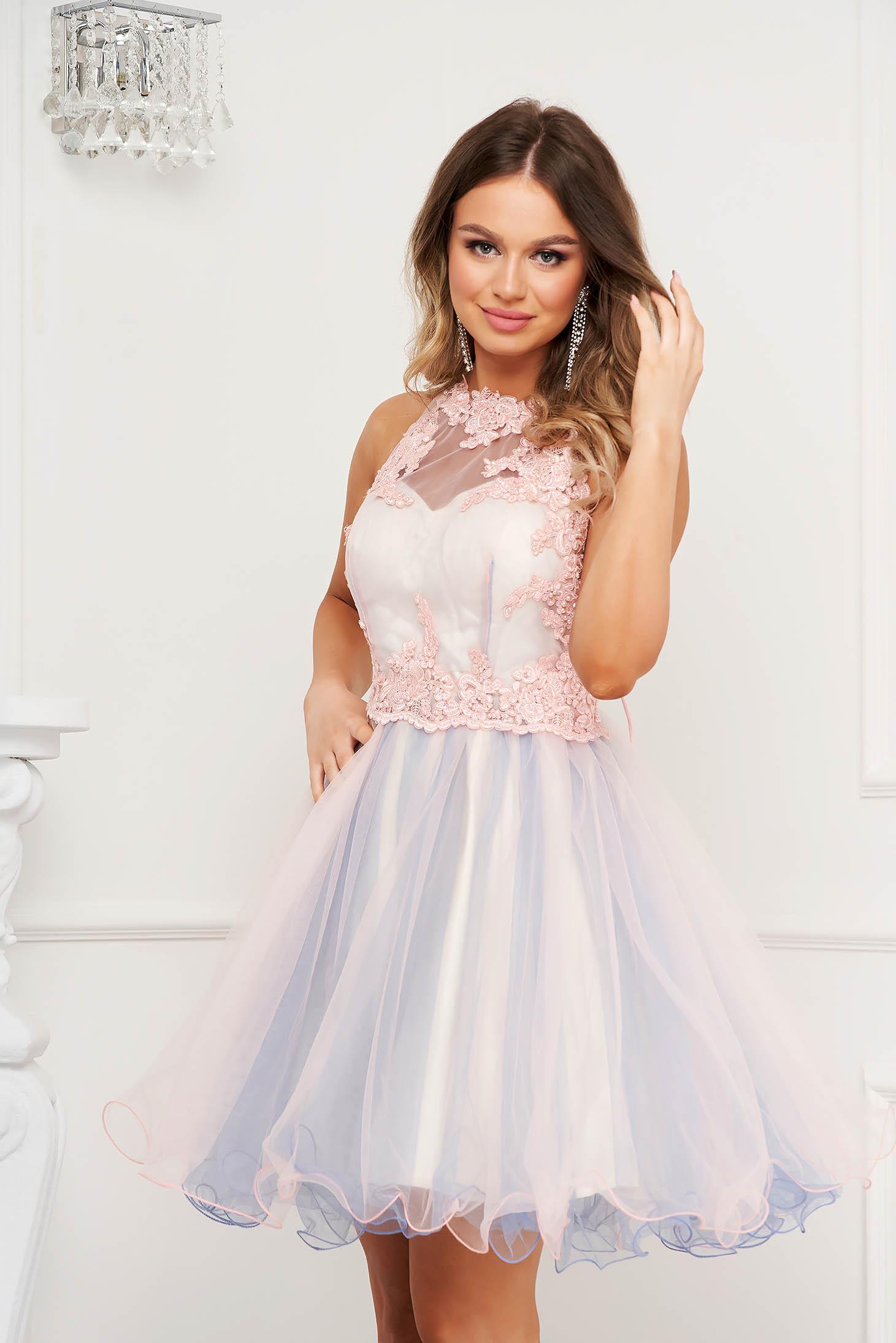 Pink ruha muszlin harang alkalmi teljesen kivágott hátrésszel virágos hímzés mellrésznél szivacsos