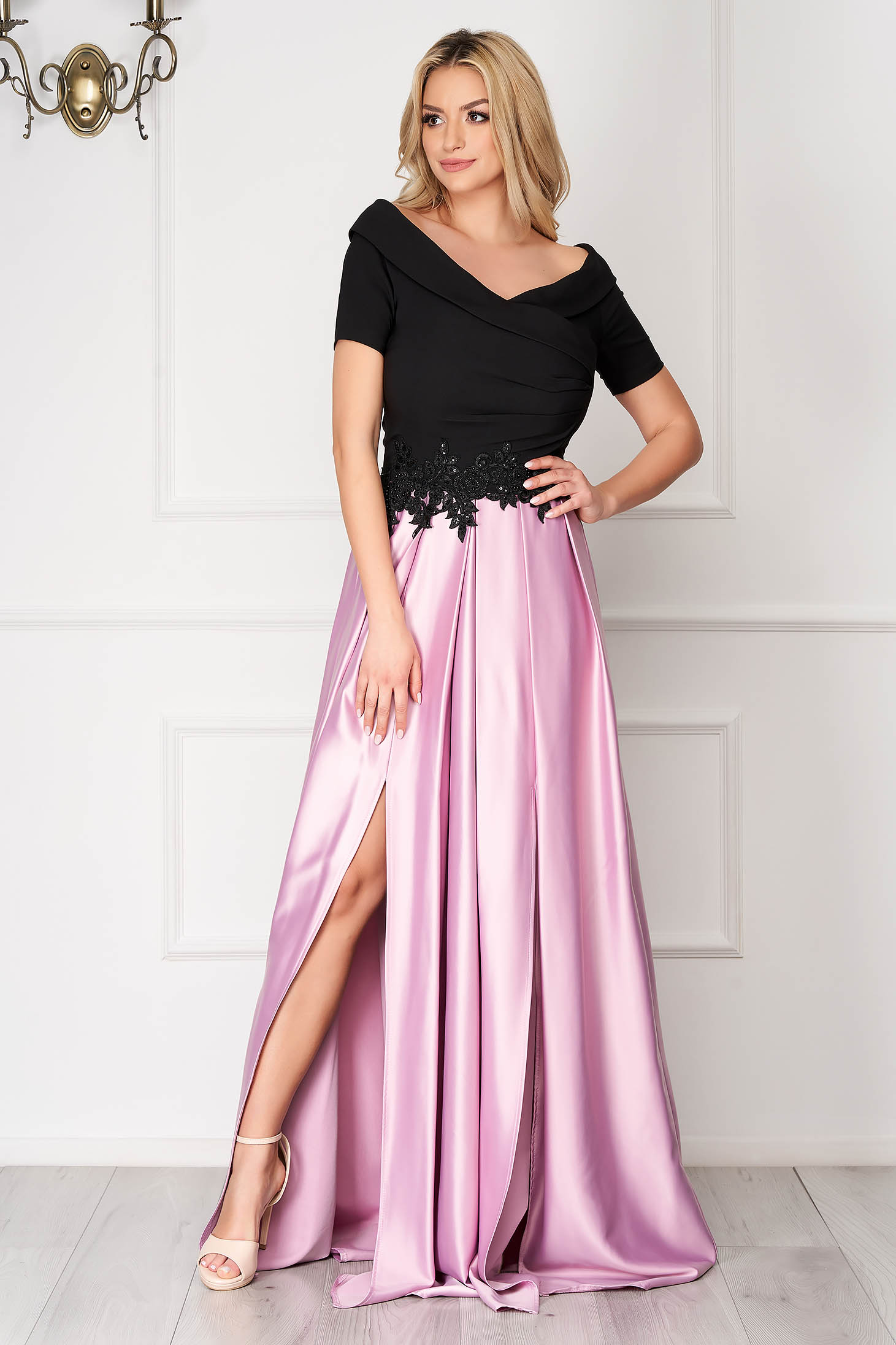 Lightpink dress from satin cloche occasional slit on the shoulders with embellished accessories