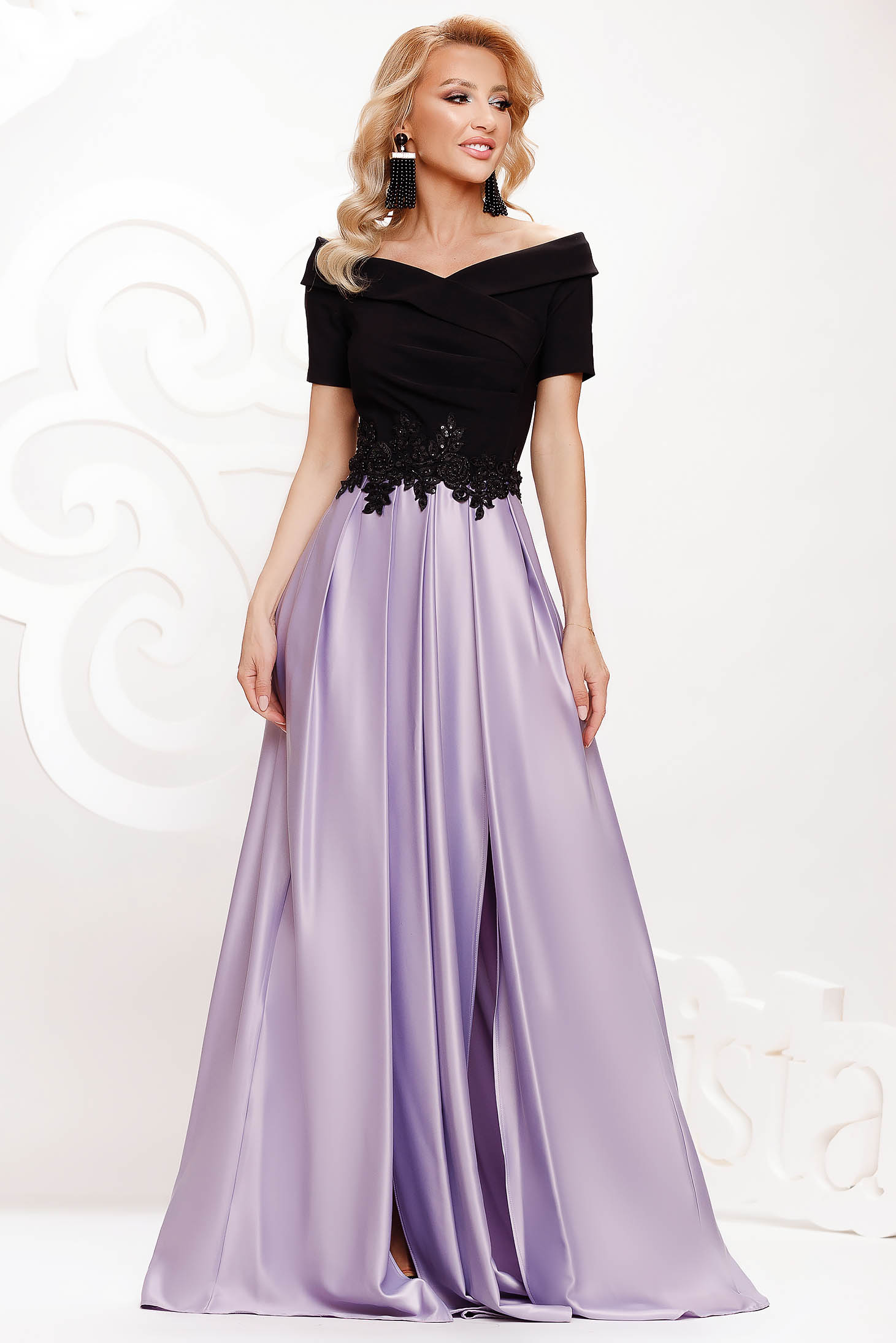 Lila dress from satin cloche occasional slit on the shoulders with embellished accessories